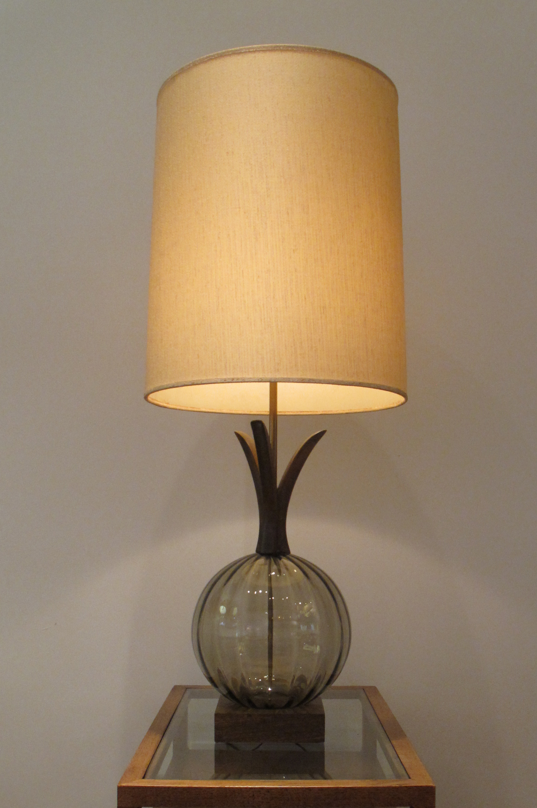 LARGE MID CENTURY SCULPTED WOOD & GLASS GLOBE LAMP