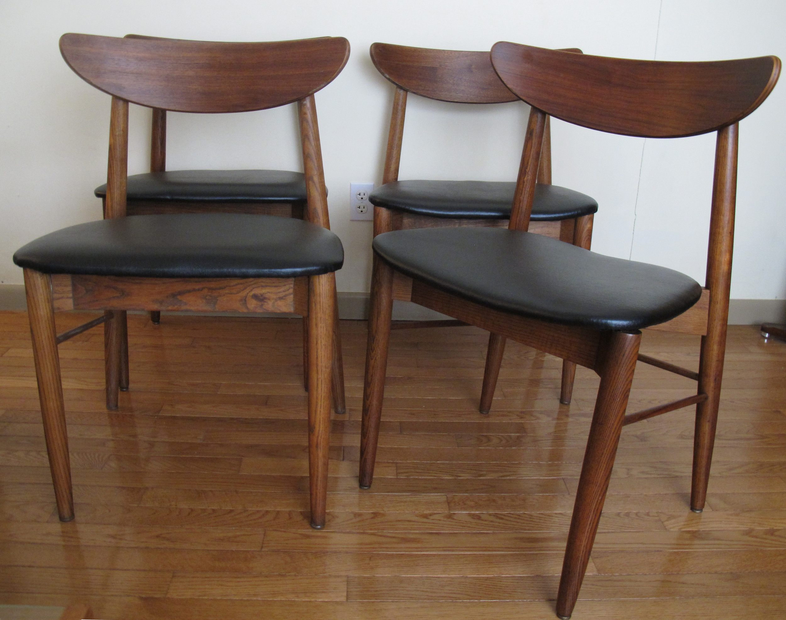 SET OF DANISH STYLE DINING CHAIRS AFTER HANS WEGNER