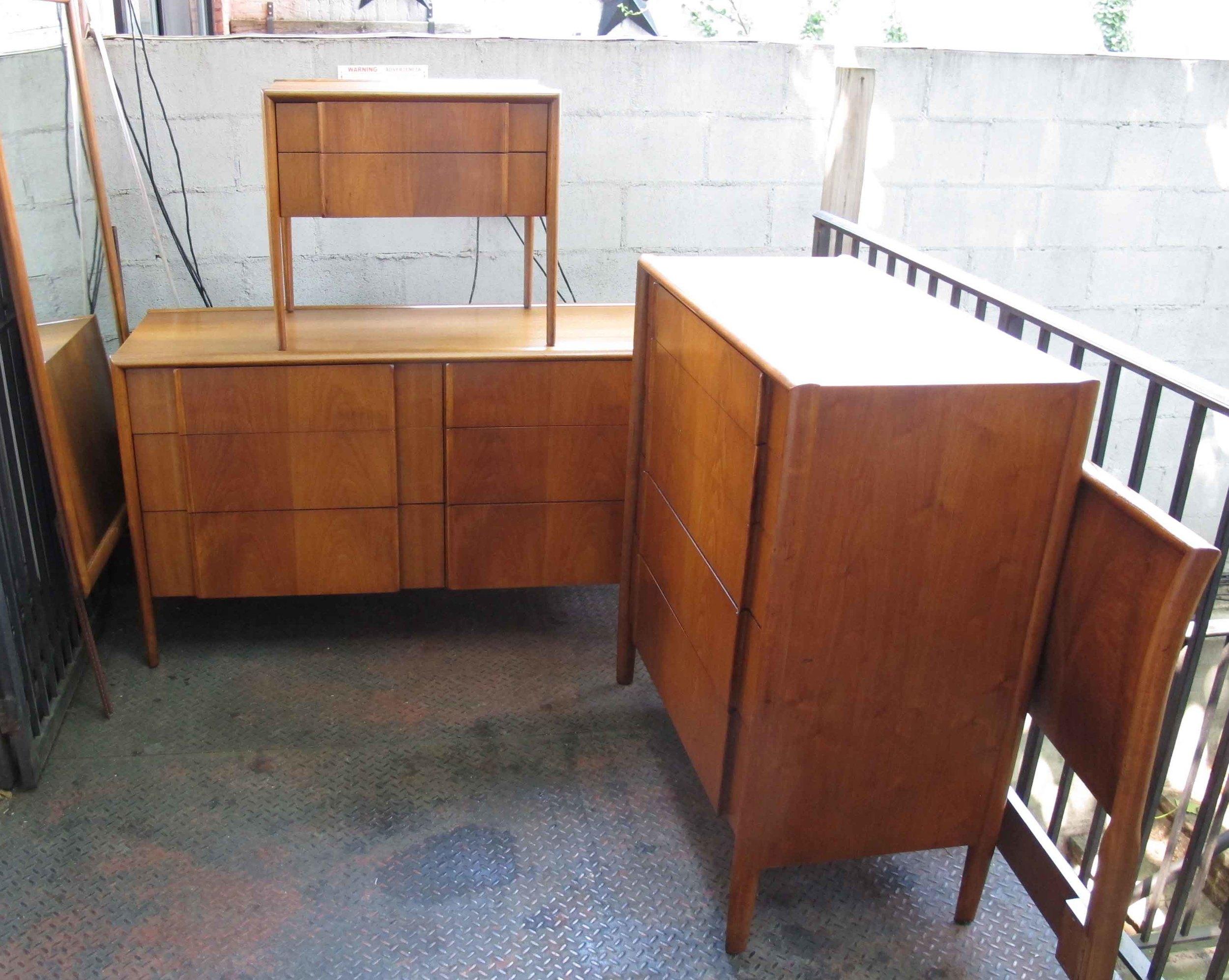 MID CENTURY DREXEL PARALLEL BEDROOM SET