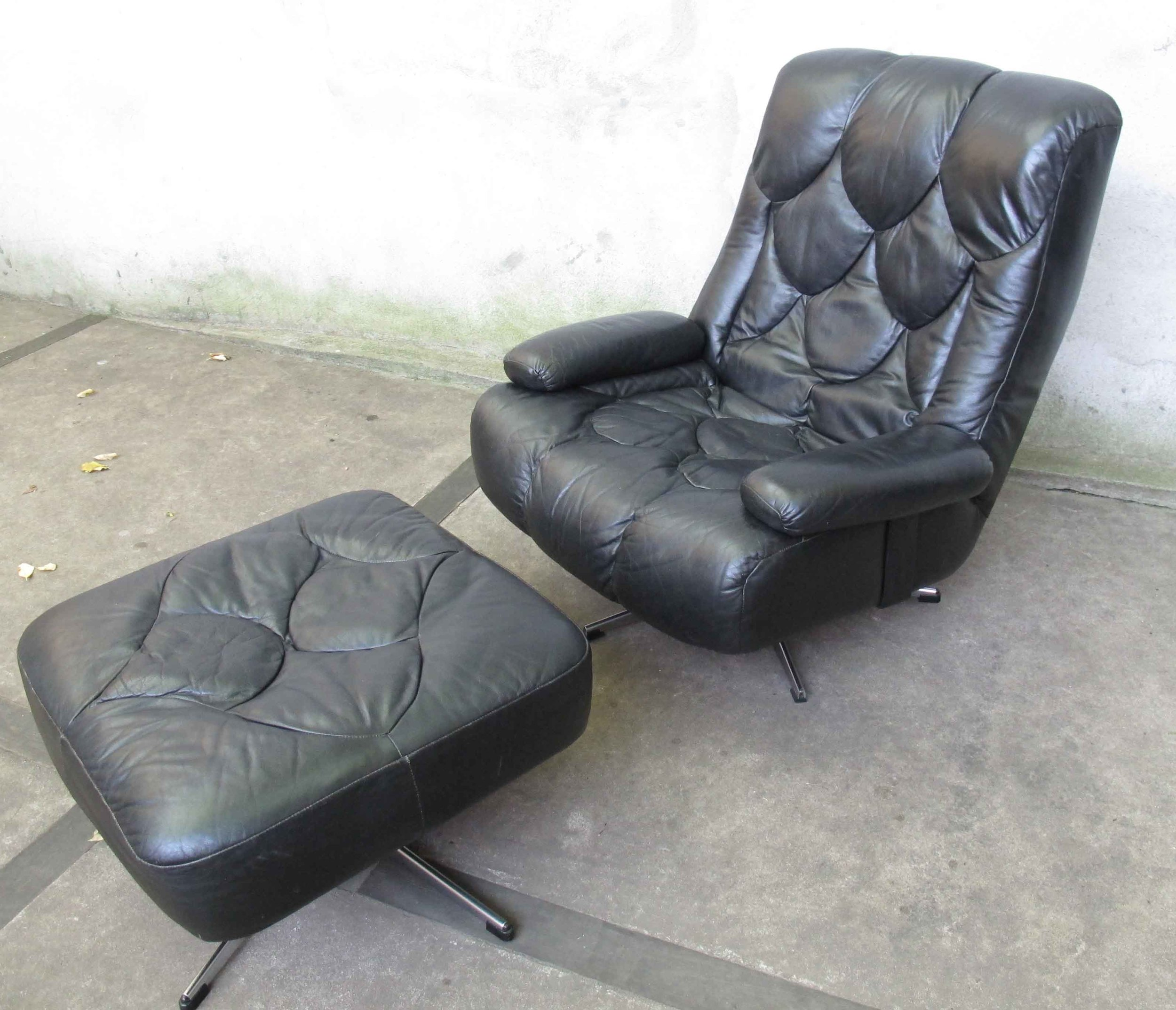 MID CENTURY LEATHER SWIVEL LOUNGE CHAIR & OTTOMAN BY SELIG