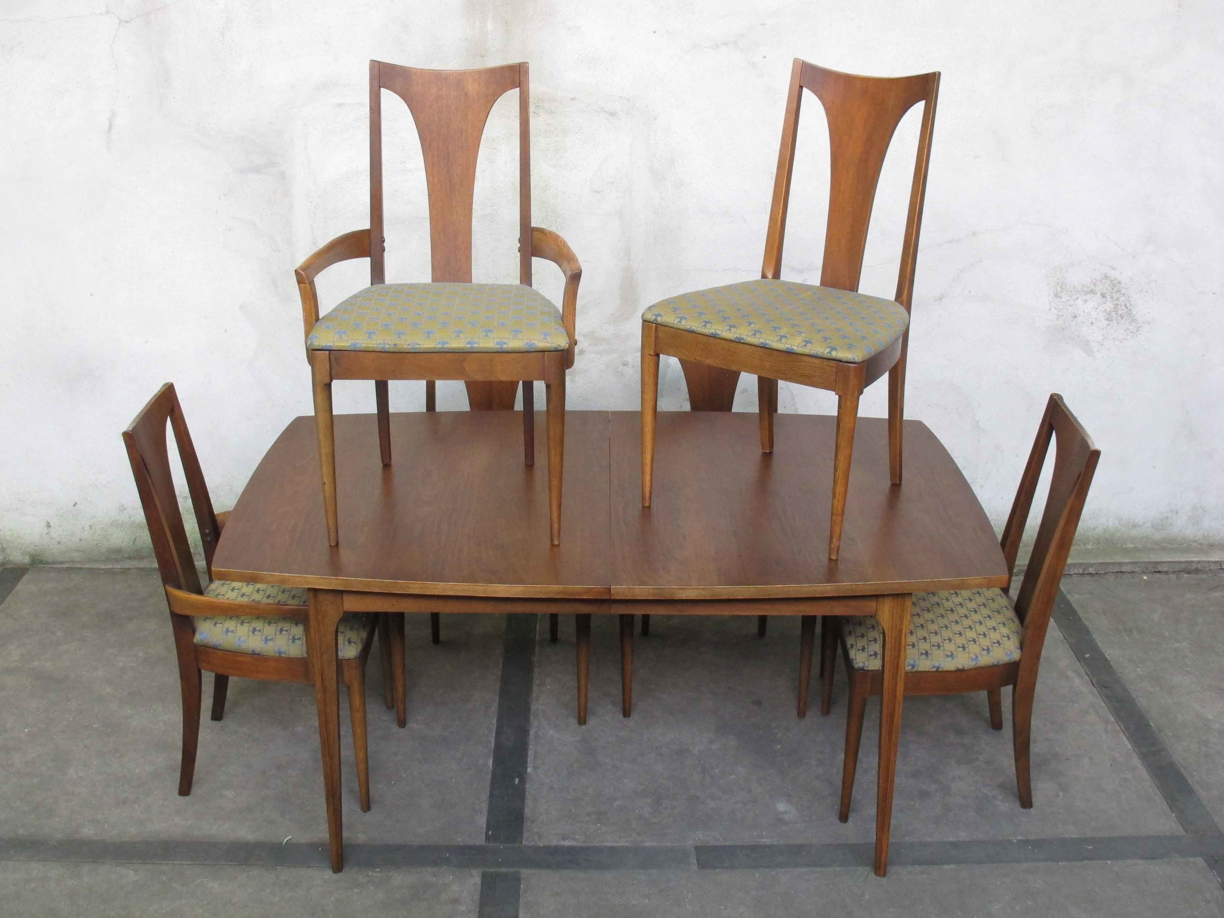 MID CENTURY BROYHILL BRASILIA DINING TABLE AND CHAIRS