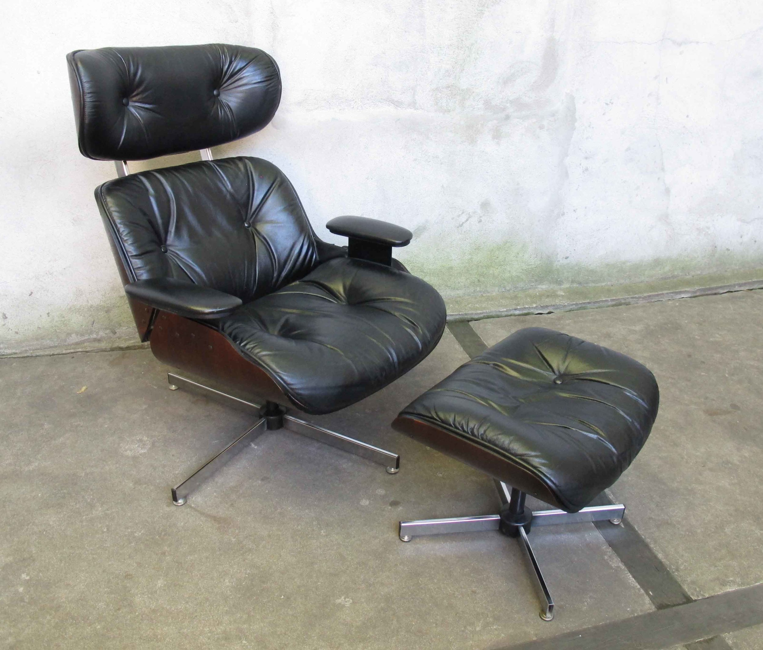 MID CENTURY EAMES STYLE LOUNGE CHAIR AND OTTOMAN BY PLYCRAFT