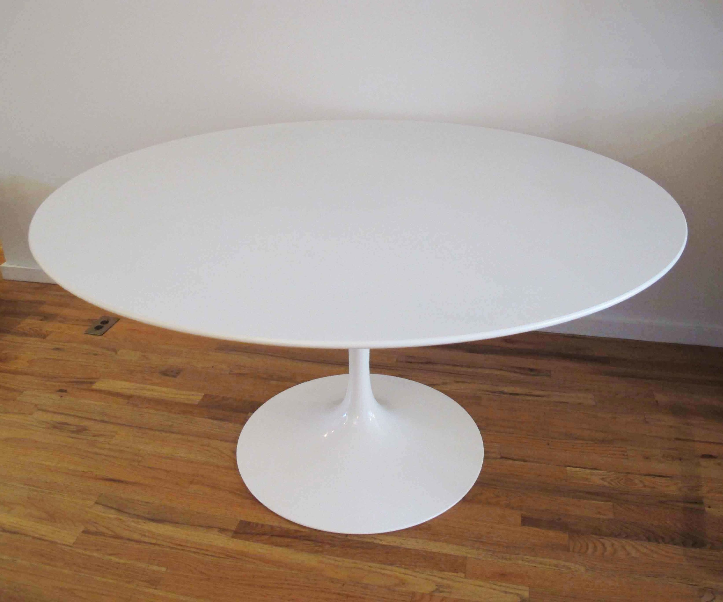 MID CENTURY SAARINEN WHITE LAMINATE ROUND TOP DINING TABLE BY KNOLL