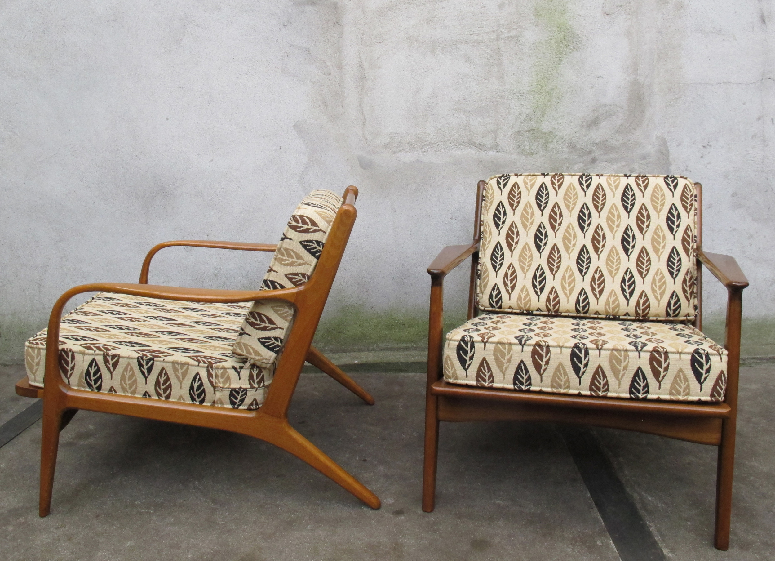 PAIR OF DANISH MODERN SCULPTED SPINDLE BACK LOUNGE CHAIRS