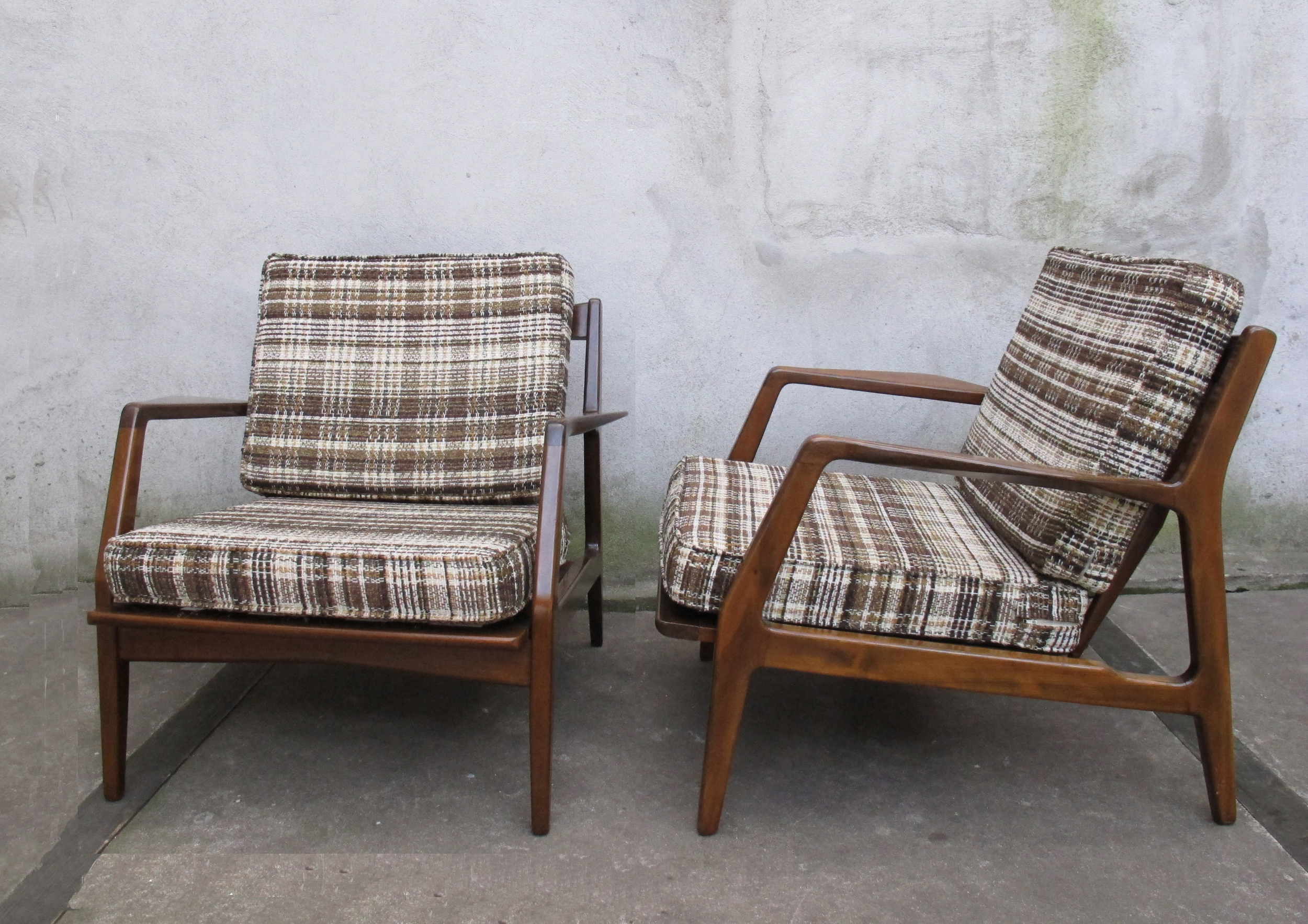 PAIR OF DANISH MODERN IB KOFOD-LARSEN LOUNGE CHAIRS IMPORTED BY SELIG