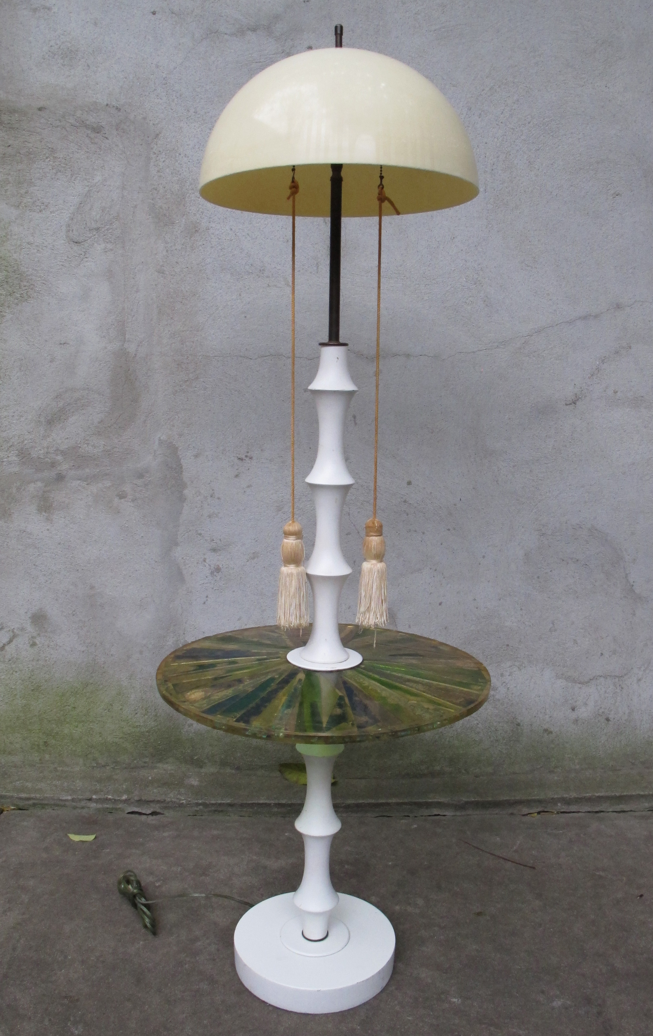ECLECTIC MID CENTURY STANDING LAMP WITH ACRYLIC TABLE TOP