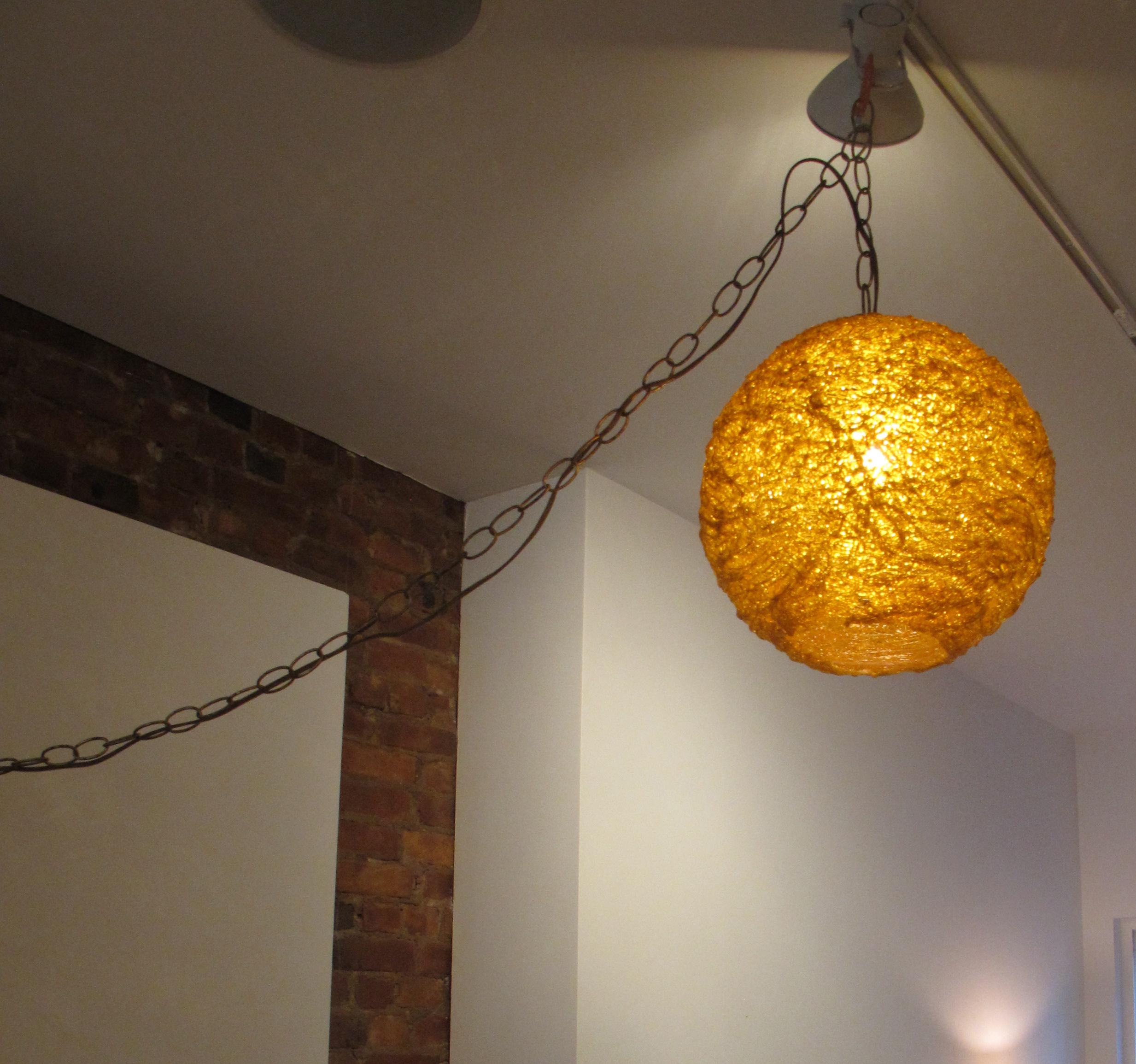 MID CENTURY AMBER ROUND SPAGHETTI PENDANT HANGING LAMP.
