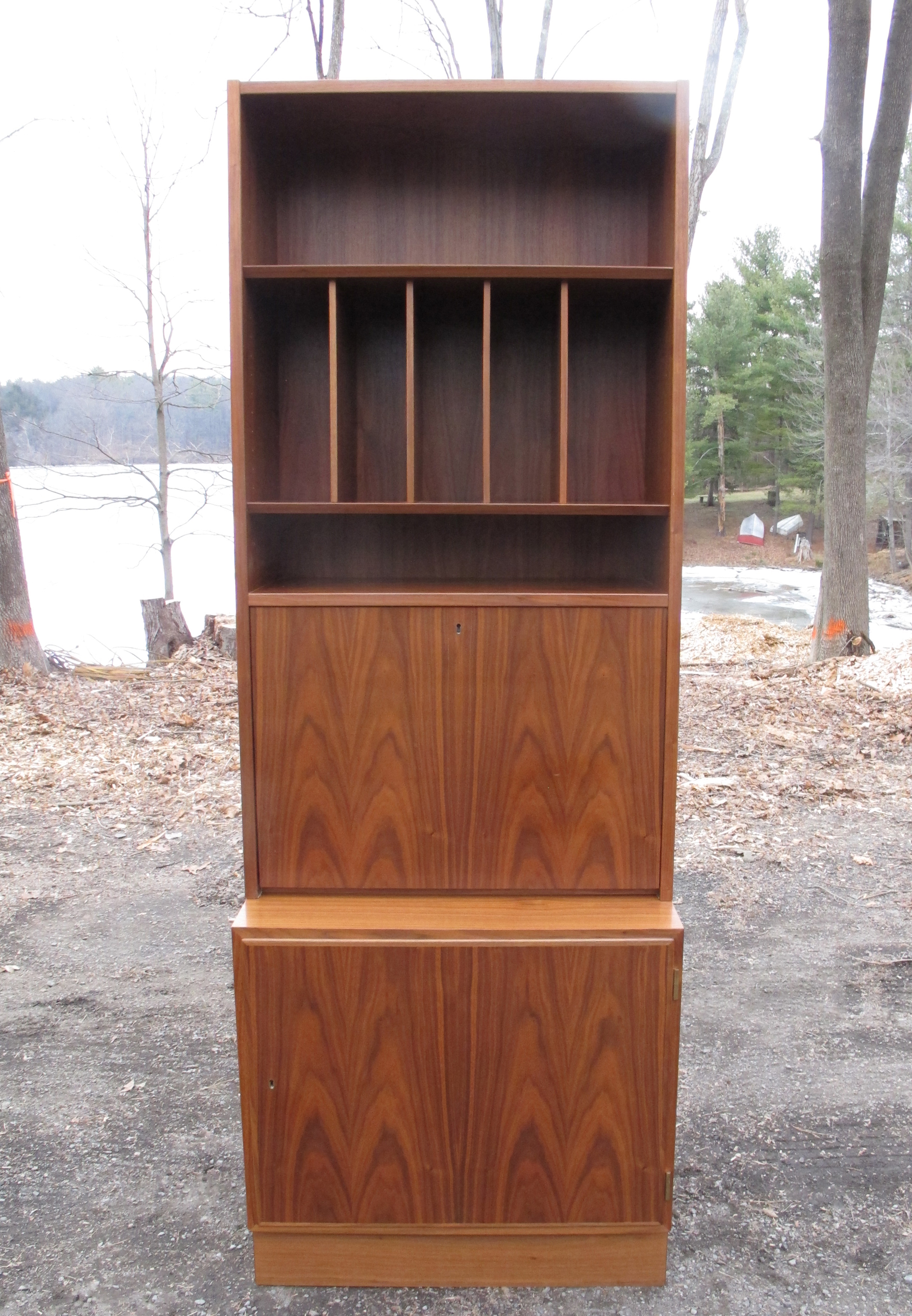 DANISH MODERN WALNUT BOOKCASE BY POUL HUNDEVAD