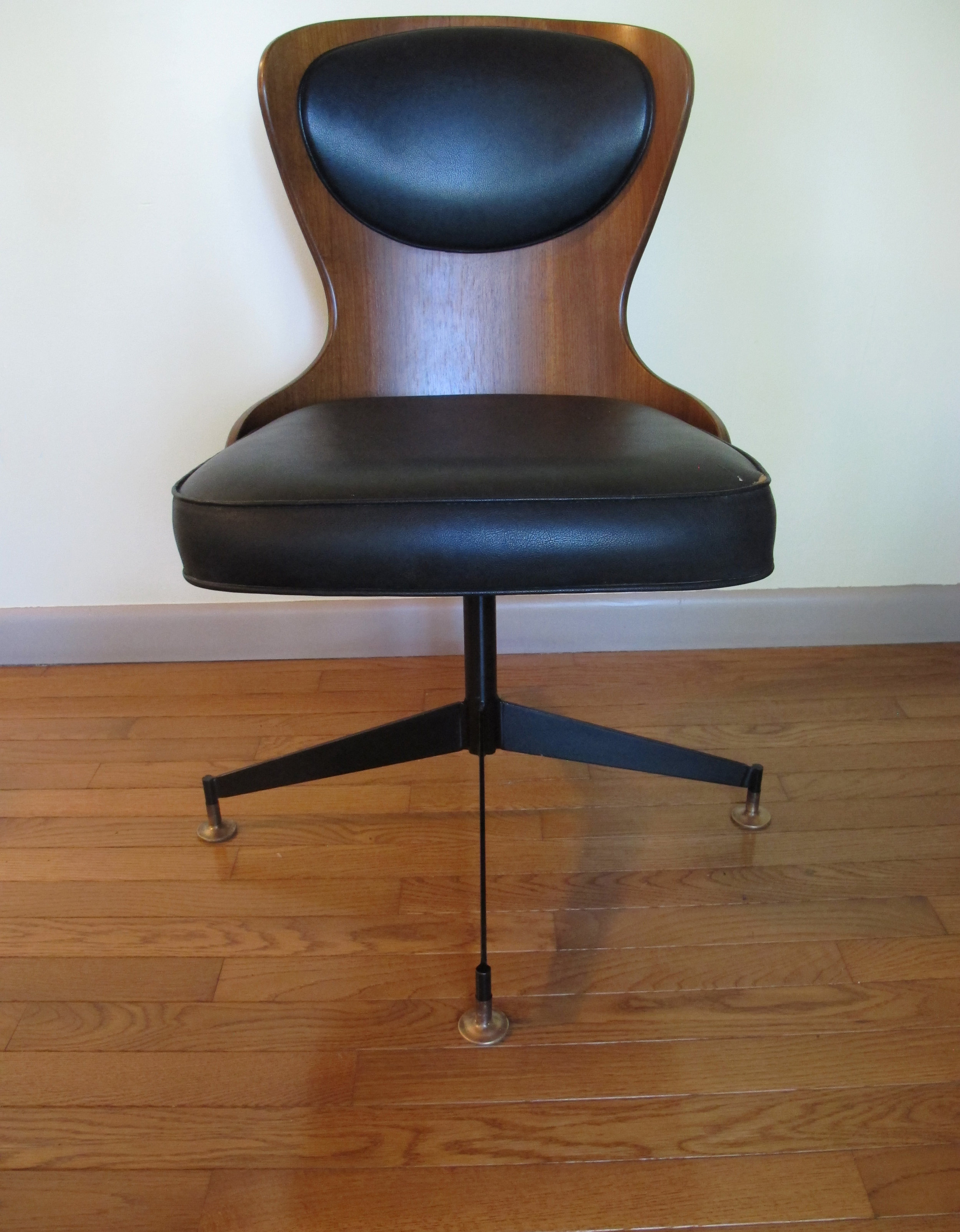 MID CENTURY SWIVEL CHAIR ATTRIBUTED TO GEORGE MULTIUSER FOR PLYCRAFT