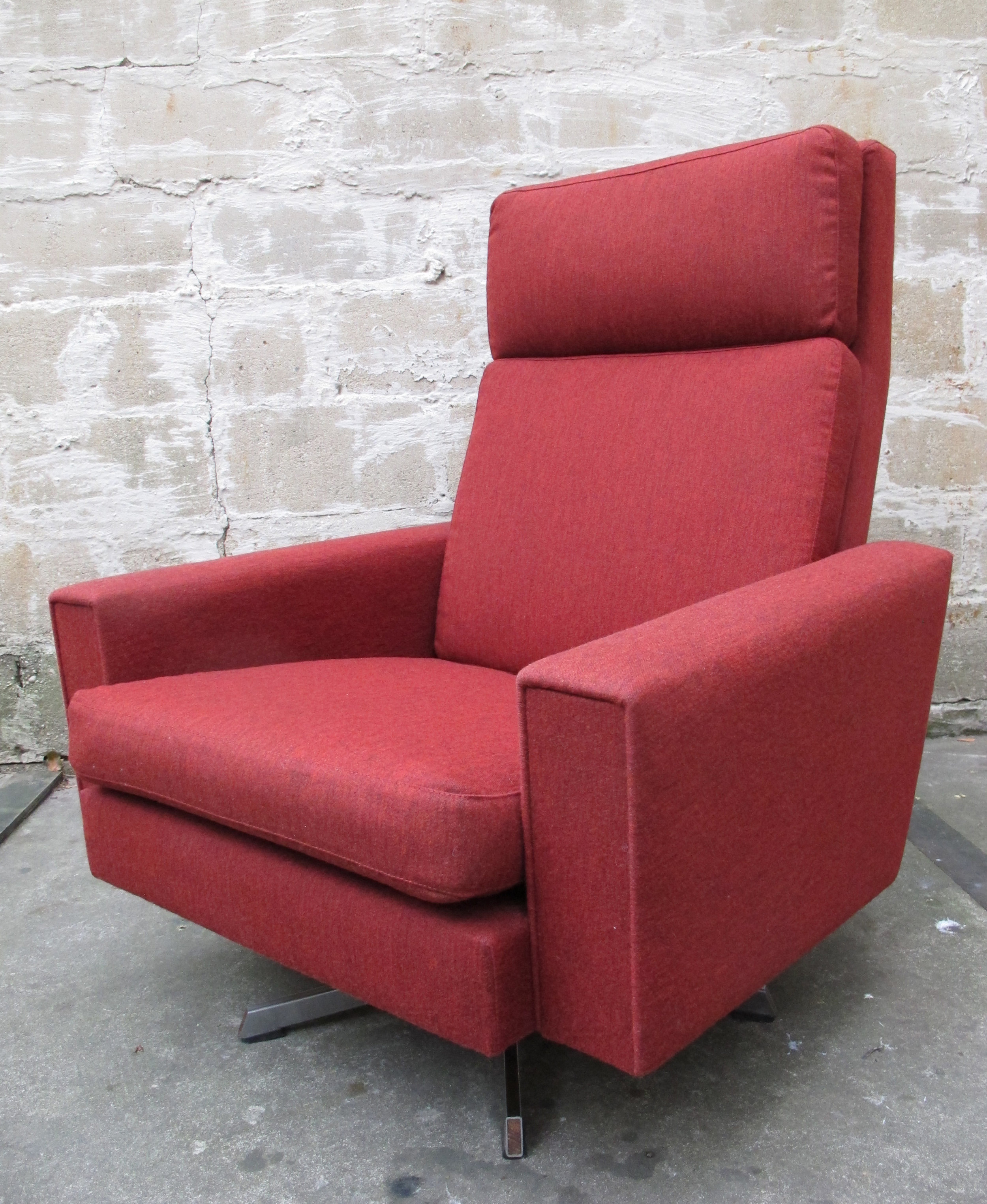 DANISH MODERN SWIVEL LOUNGE CHAIR BY GEORG THAMS
