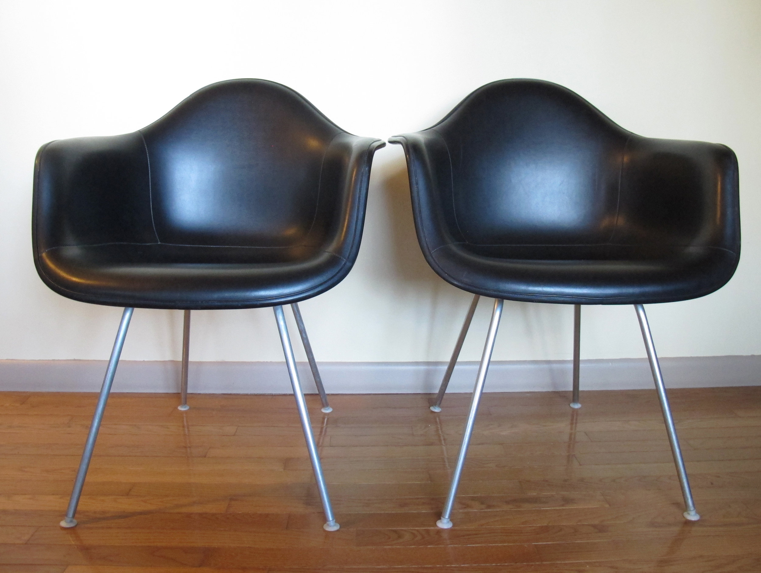 PAIR OF HERMAN MILLER EAMES SAX SHELL ARMCHAIRS