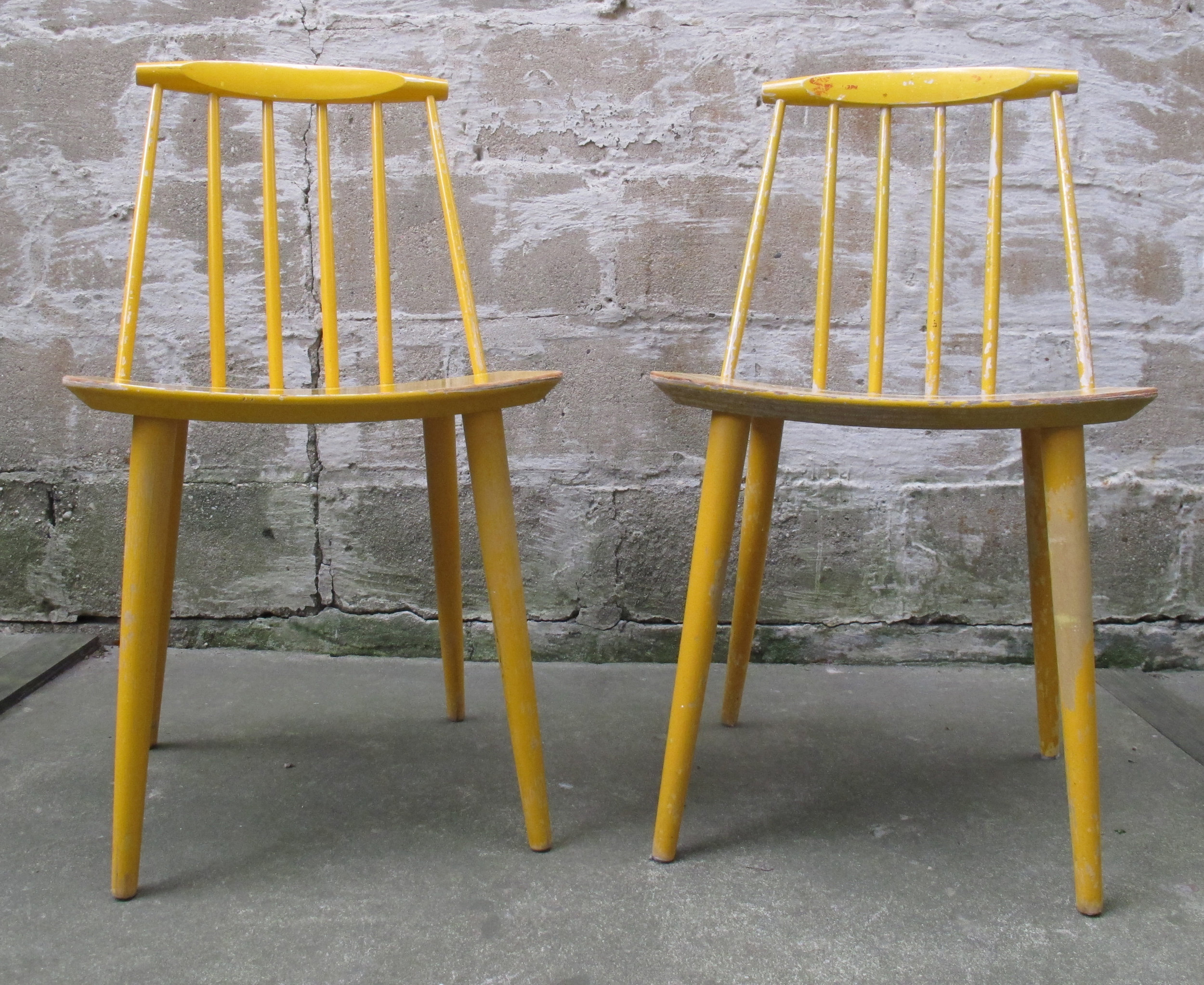 PAIR DANISH MODERN SPINDLE BACK SIDE CHAIRS MODEL J77 BY FOLKE PALSSON