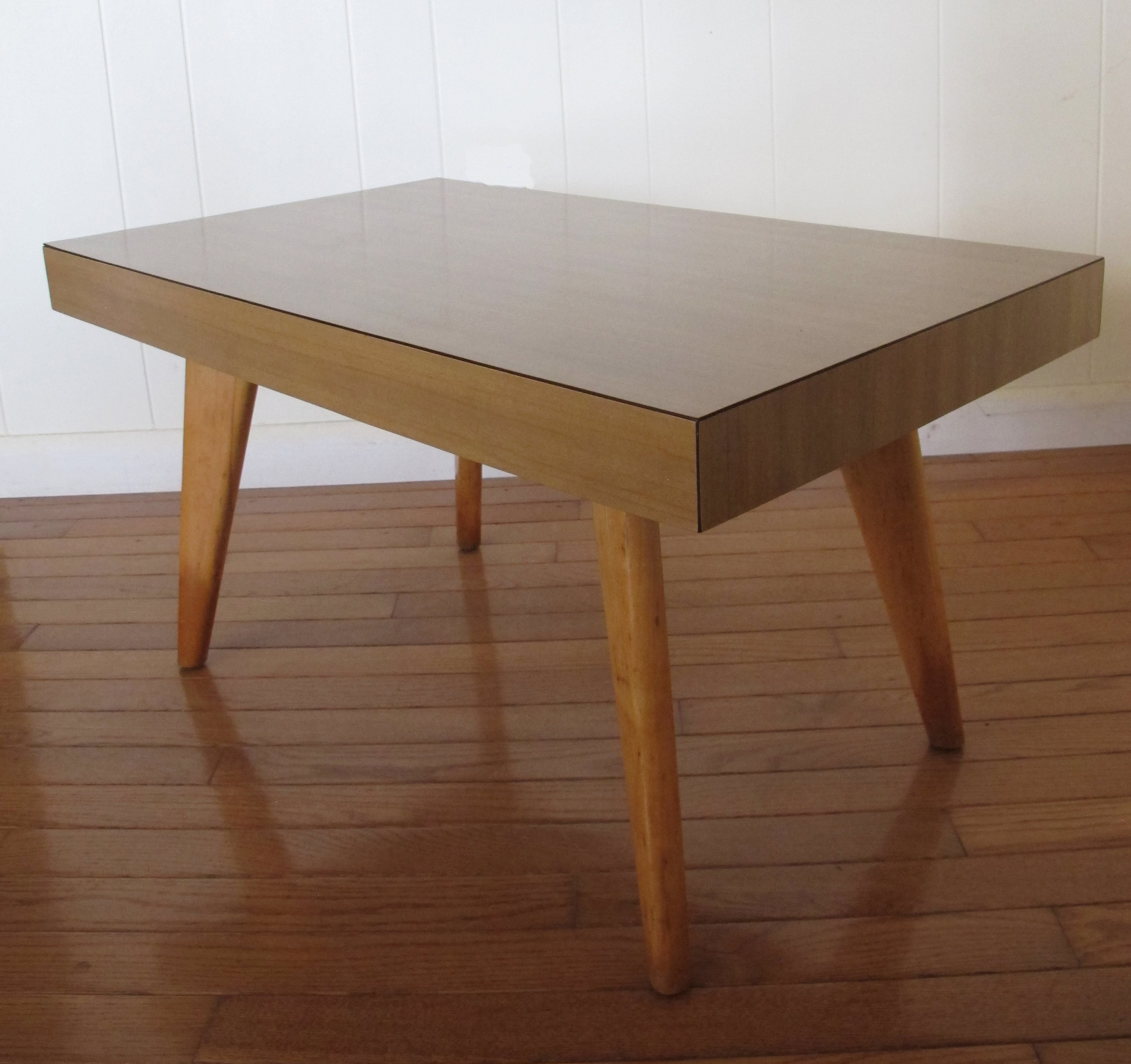 MID CENTURY HERMAN MILLER STYLE SIDE TABLE