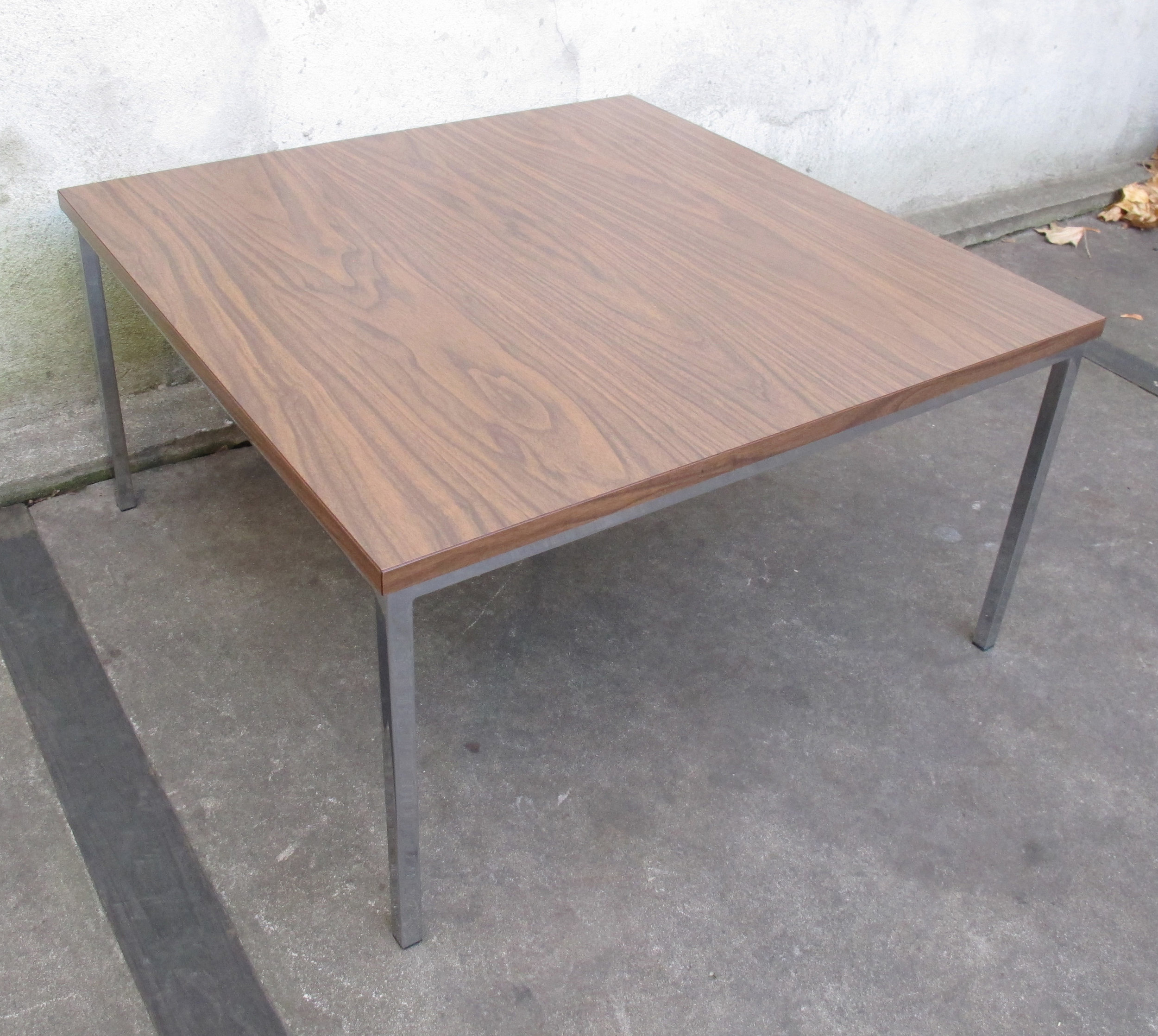 FLORENCE KNOLL STYLE MID CENTURY SQUARE SIDE TABLE