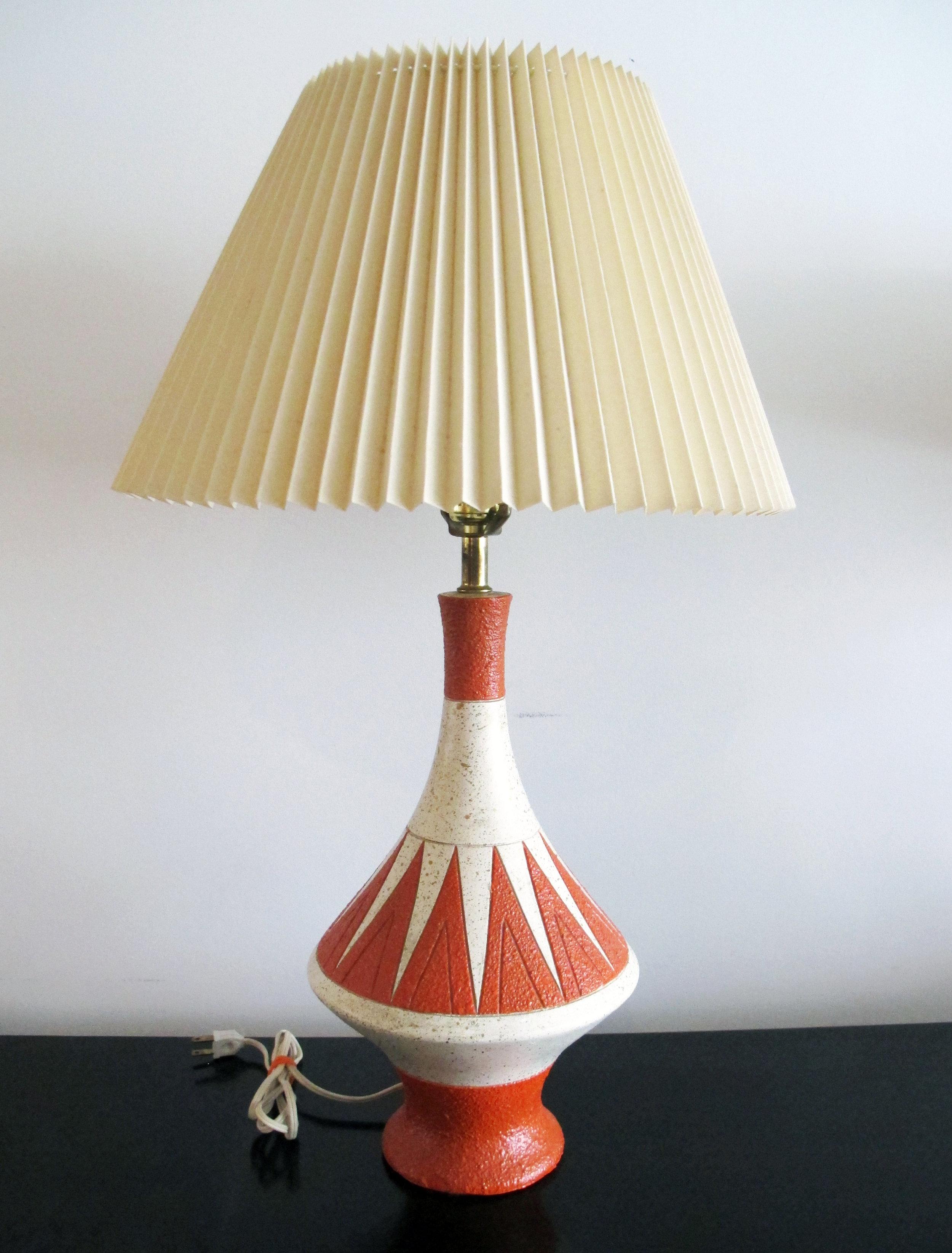 MID CENTURY ORANGE ZIG-ZAG CERAMIC LAMP