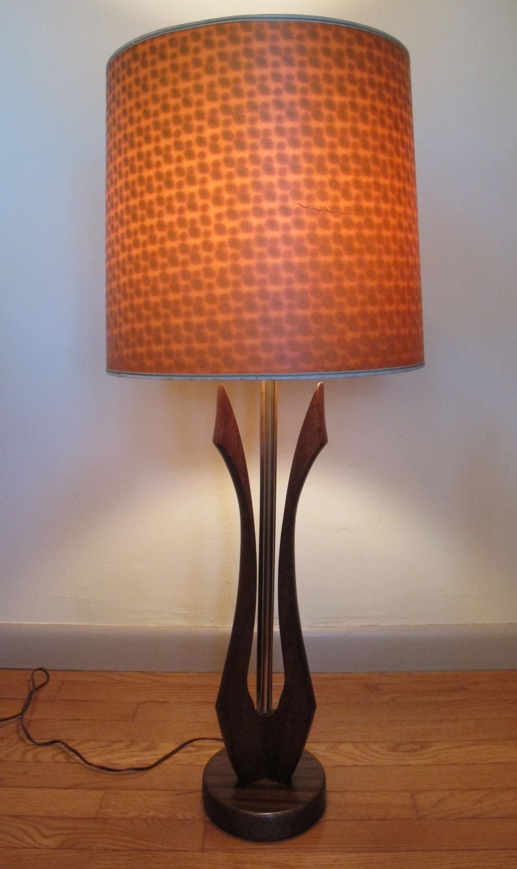 MID CENTURY SCULPUTRAL WOOD LAMP