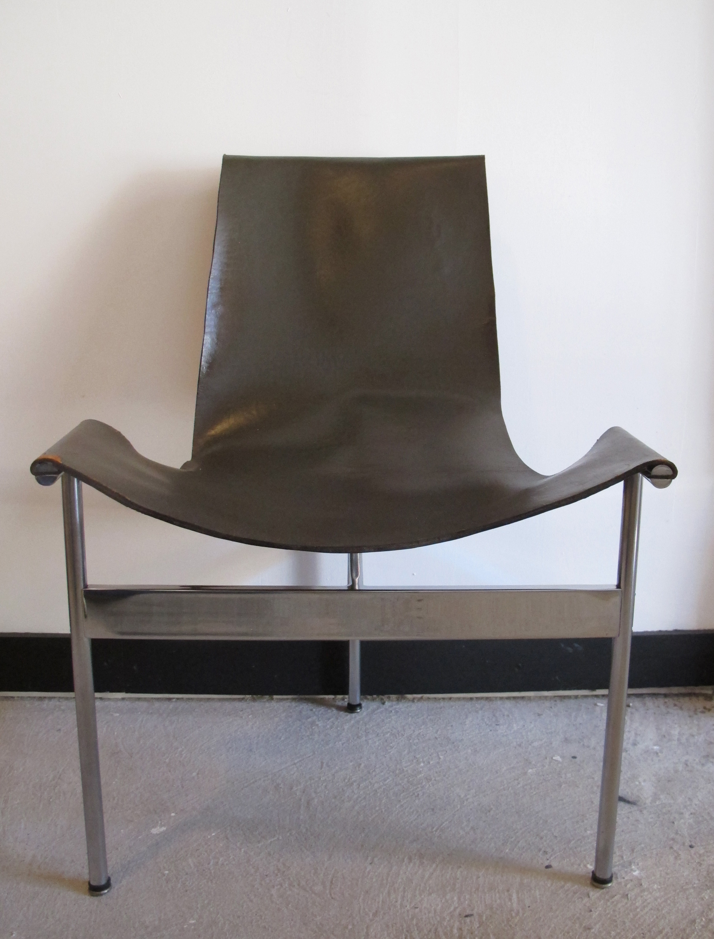 WILLIAM KATAVOLOS MID CENTURY MODERN LEATHER SLING T CHAIR BY LAVERENE