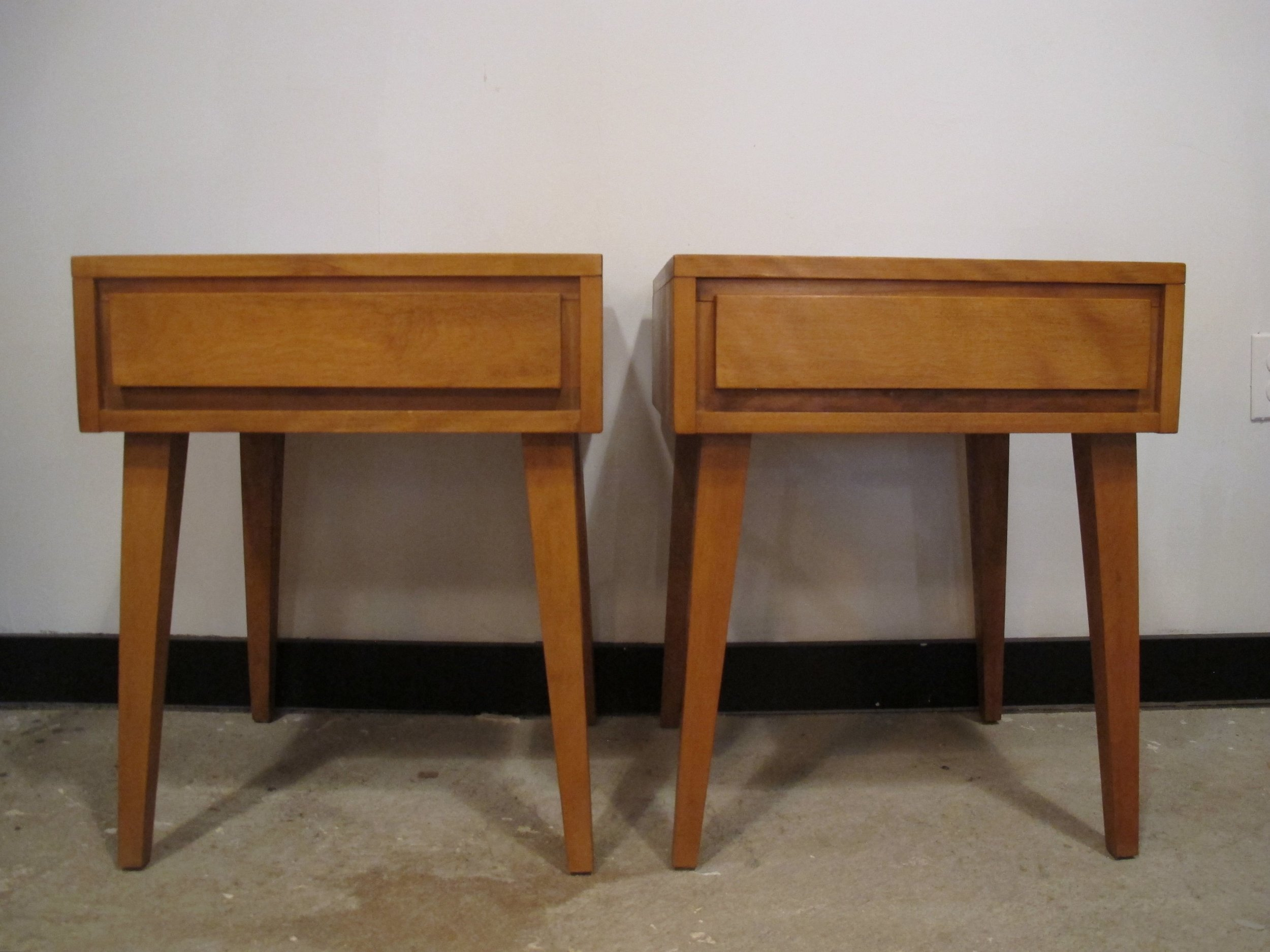 PAIR CONANT BALL MODERNMATES NIGHTSTANDS BY LESLIE DIAMOND