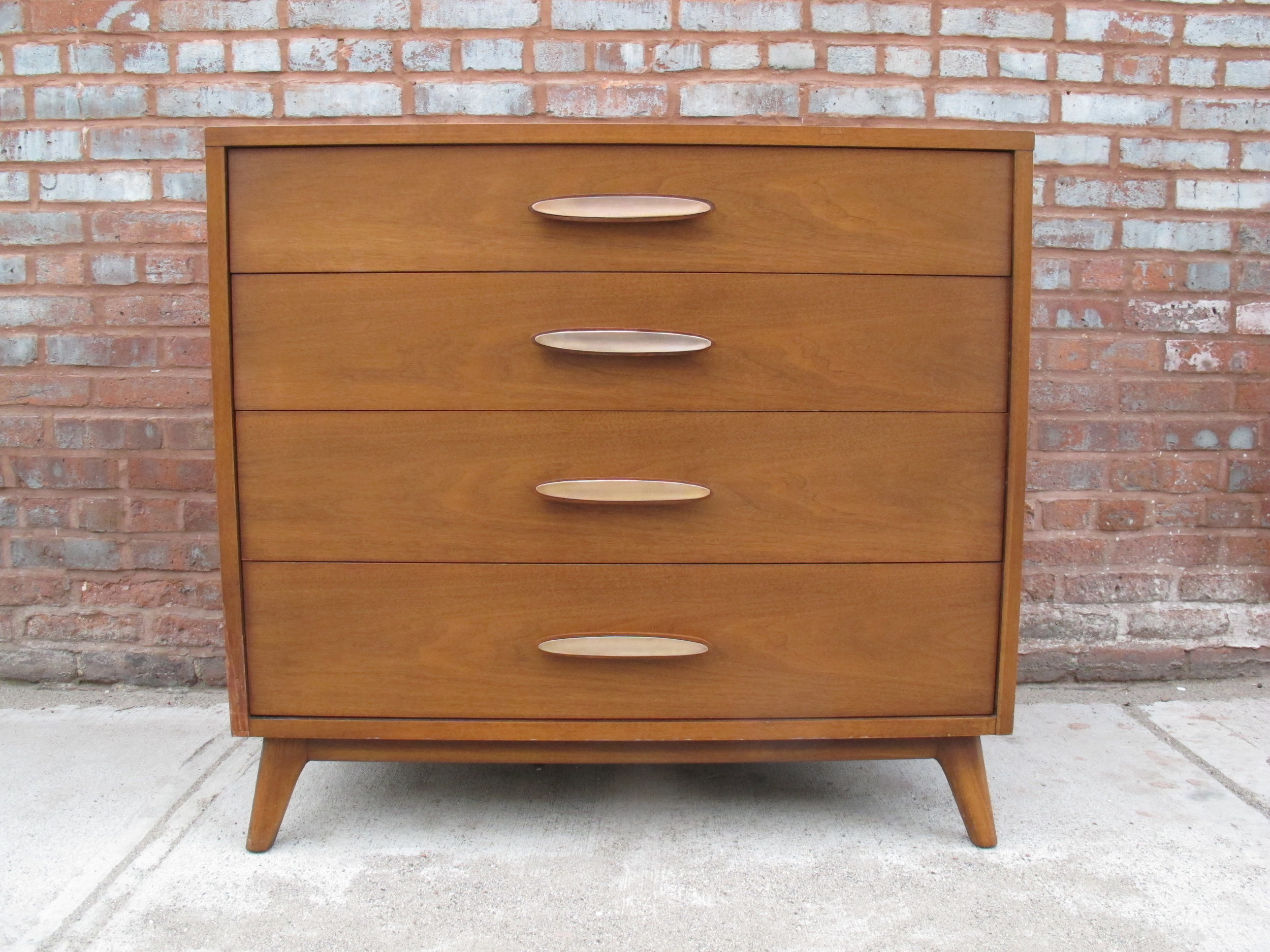 MID CENTURY WALNUT CHEST OF DRAWERS BY HERITAGE HENREDON