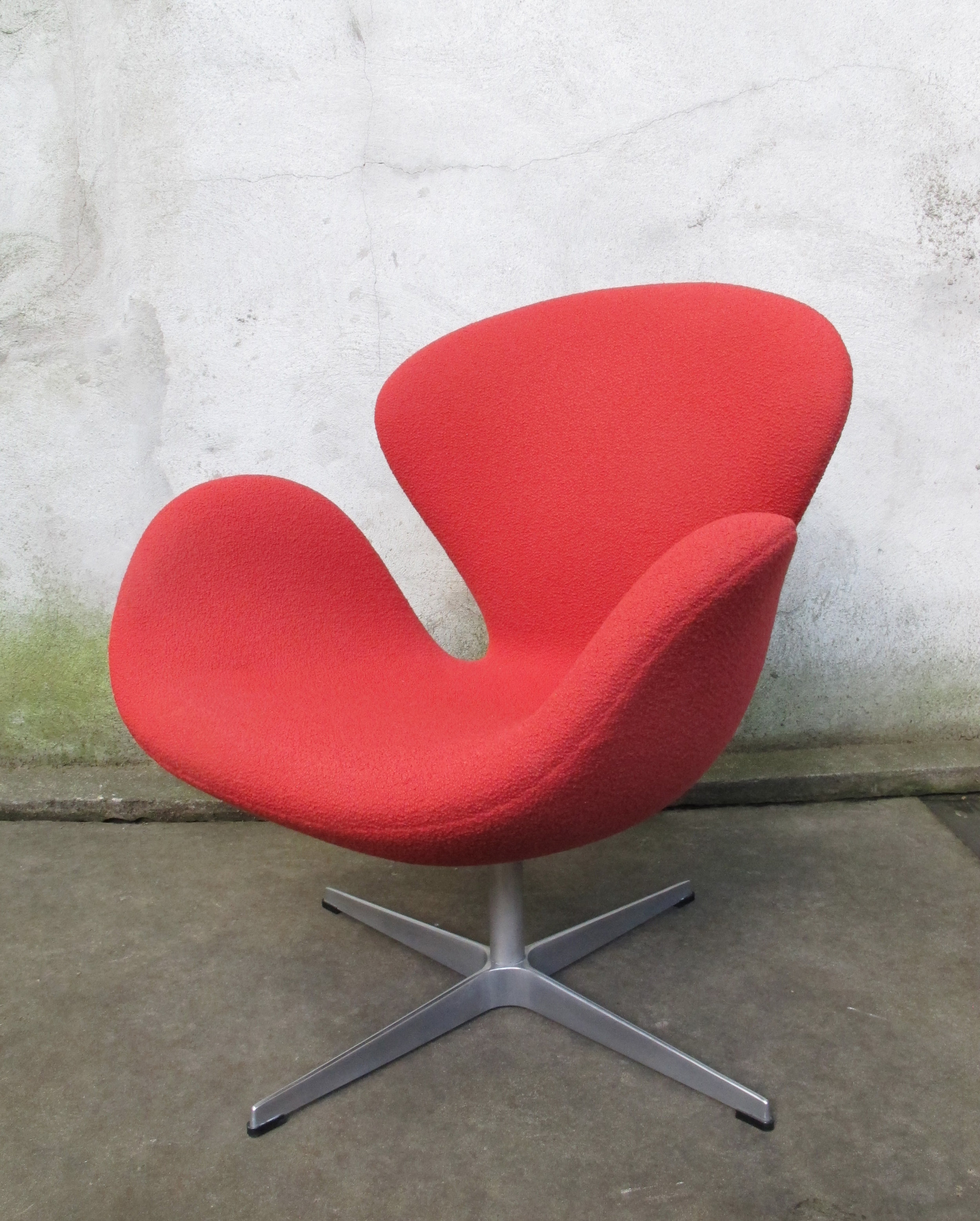 MID CENTURY ARNE JACOBSEN FRITZ HANSEN RED SWAN CHAIR BY KNOLL