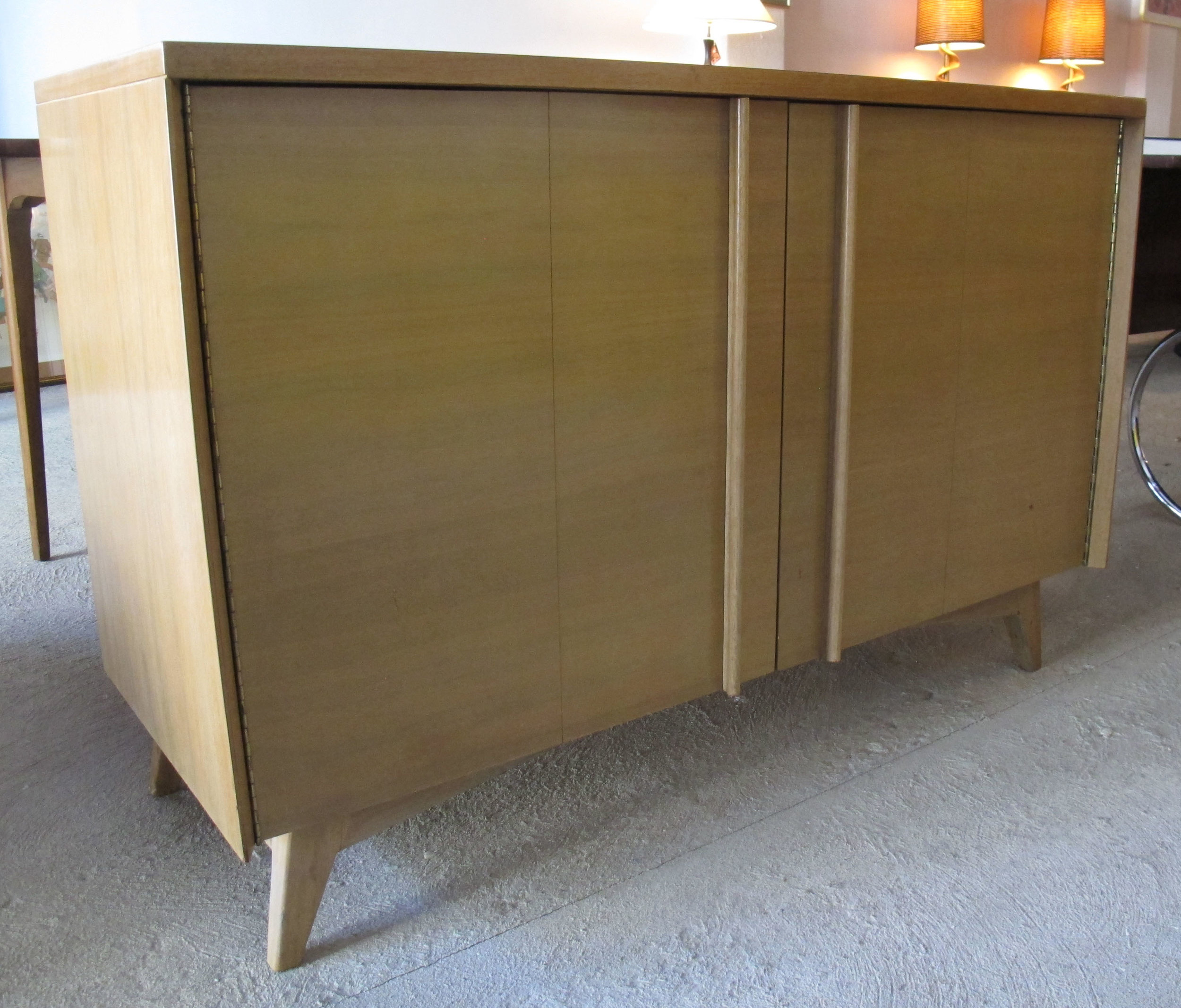 MID CENTURY WALNUT CHEST OF DRAWERS