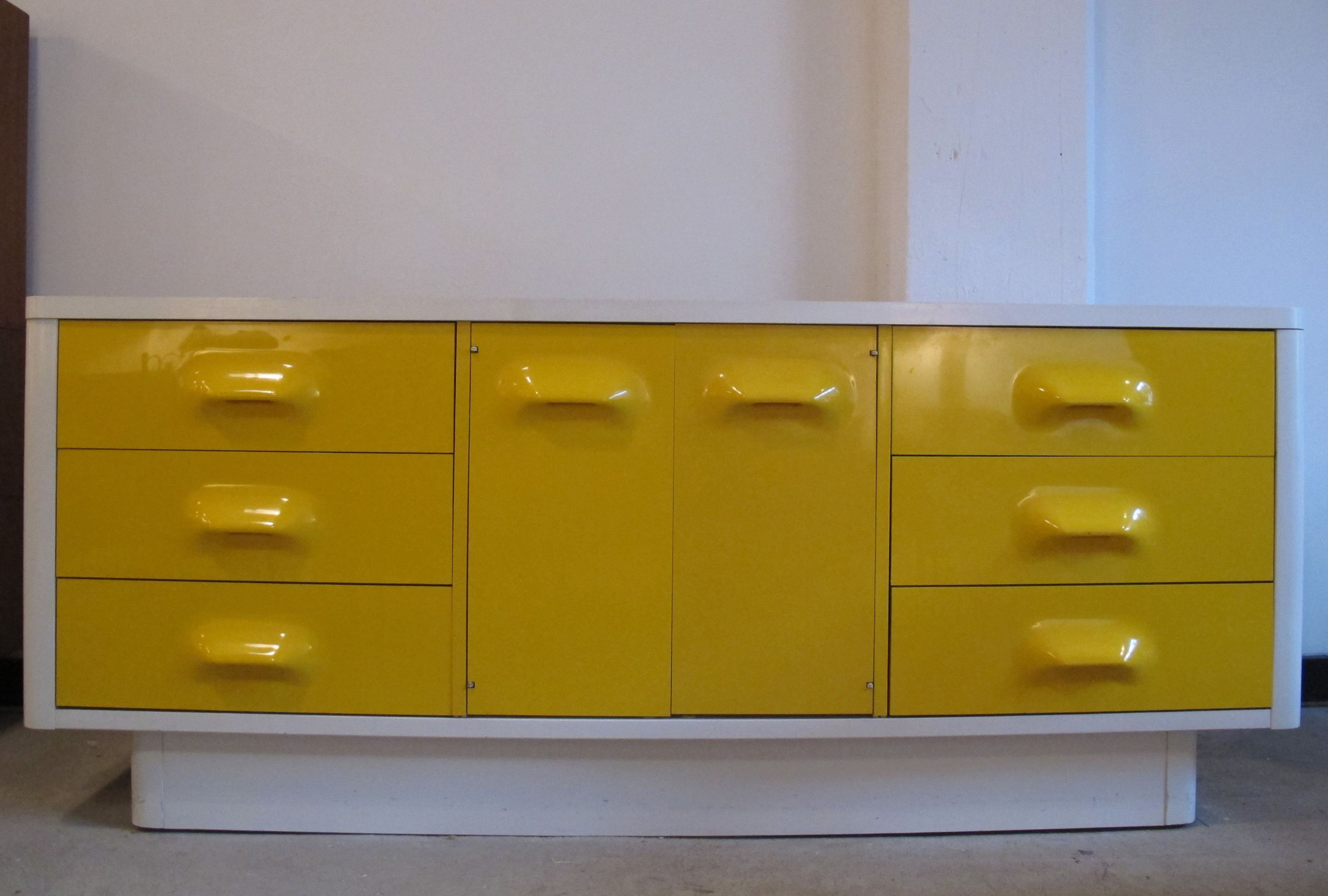 MID CENTURY RAYMOND LOEWY STYLE LONG DRESSER BY BROYHILL