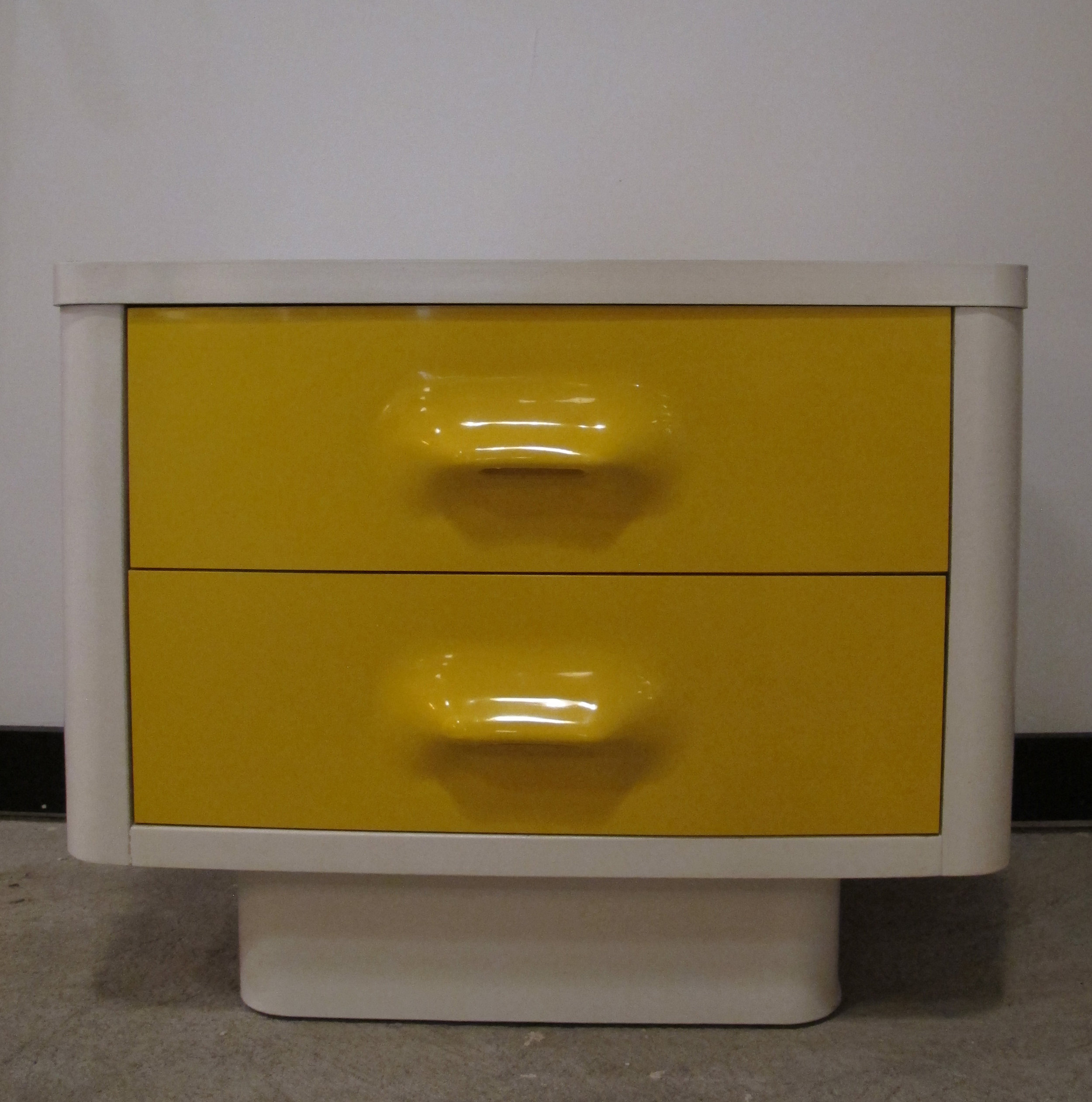 MID CENTURY RAYMOND LOEWY STYLE NIGHTSTAND BY BROYHILL