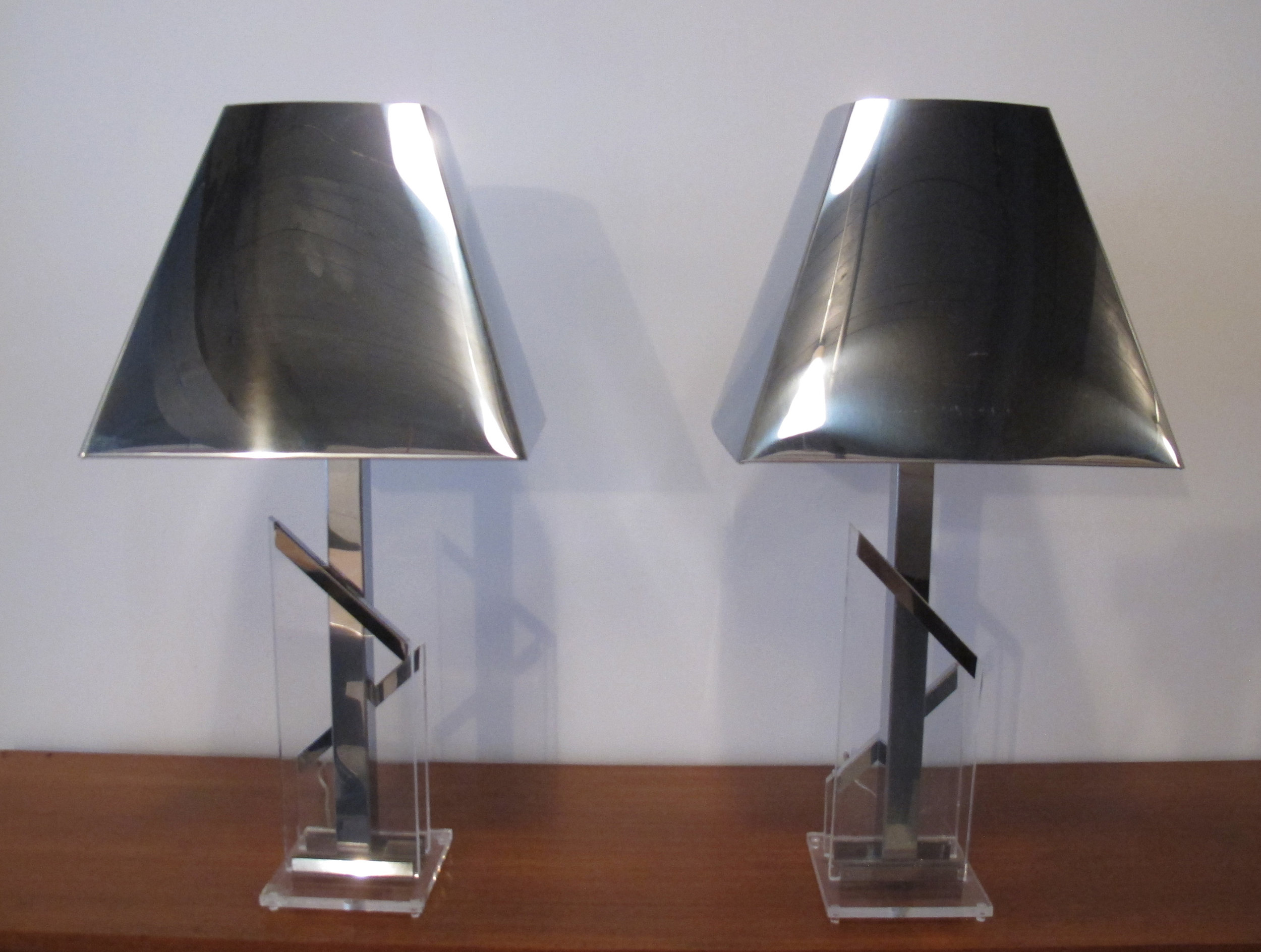 PAIR OF MID CENTURY SCULPTURAL LUCITE & CHROME LAMPS BY CHROMALITE