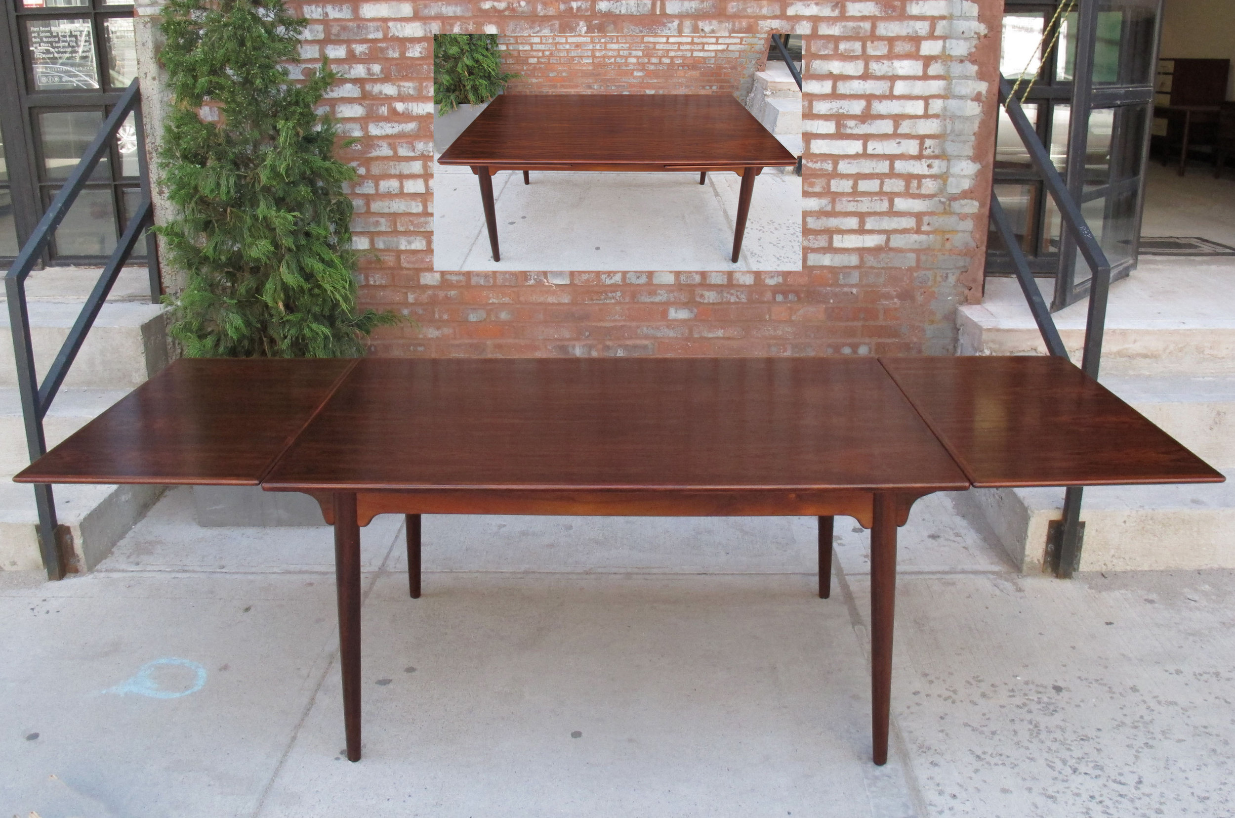 DANISH MODERN RECTANGULAR ROSEWOOD EXTENSION DINING TABLE