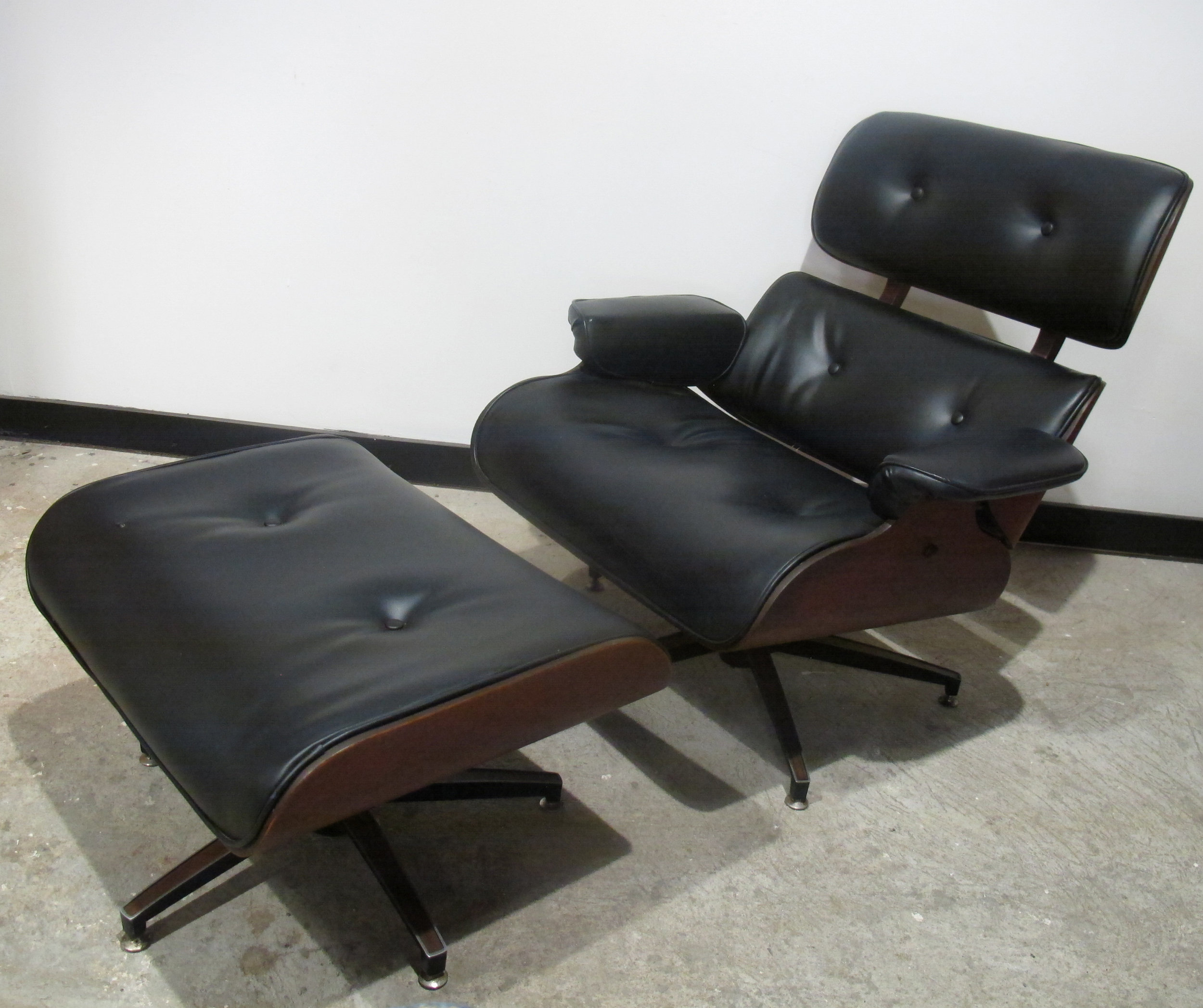 MID CENTURY EAMES STYLE WALNUT RECLINER AND OTTOMAN BY CHARLTON