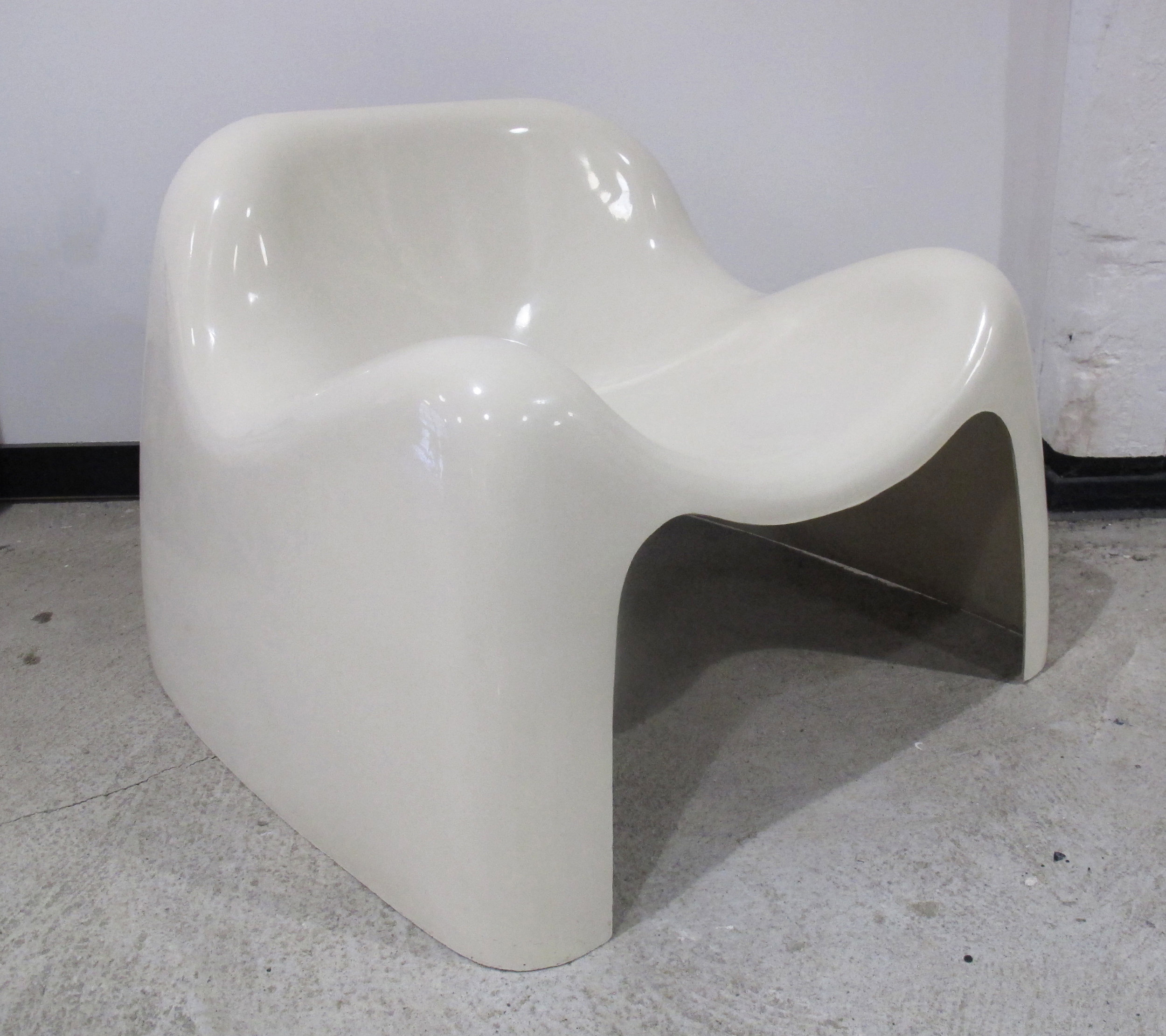 SERGIO MAZZA WHITE FIBERGLASS TOGA CHAIR FOR ARTEMIDE