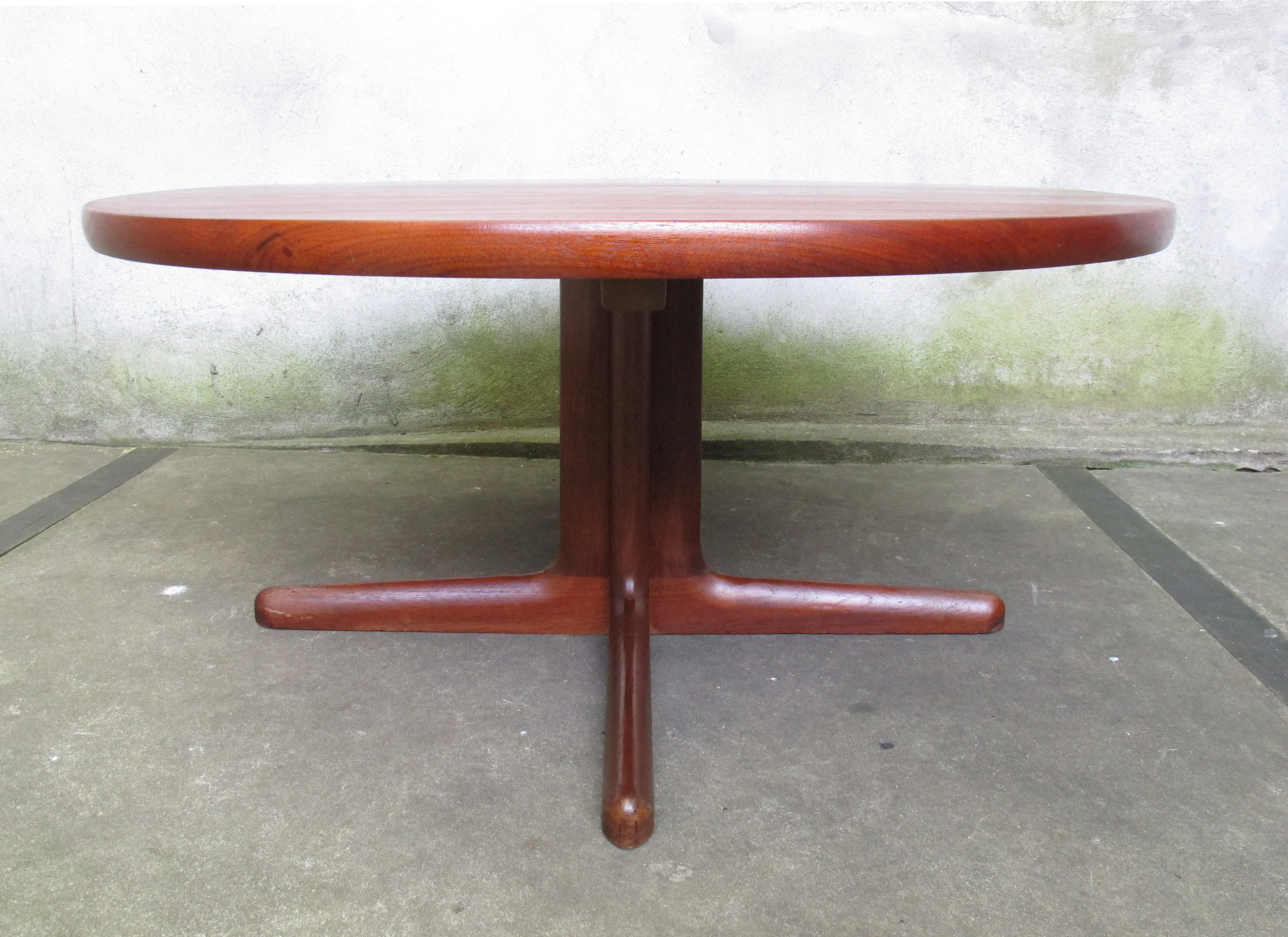 NIELS MOLLER DANISH MODERN ROUND TEAK COFFEE TABLE BY GUDME MOBELFABRIKY