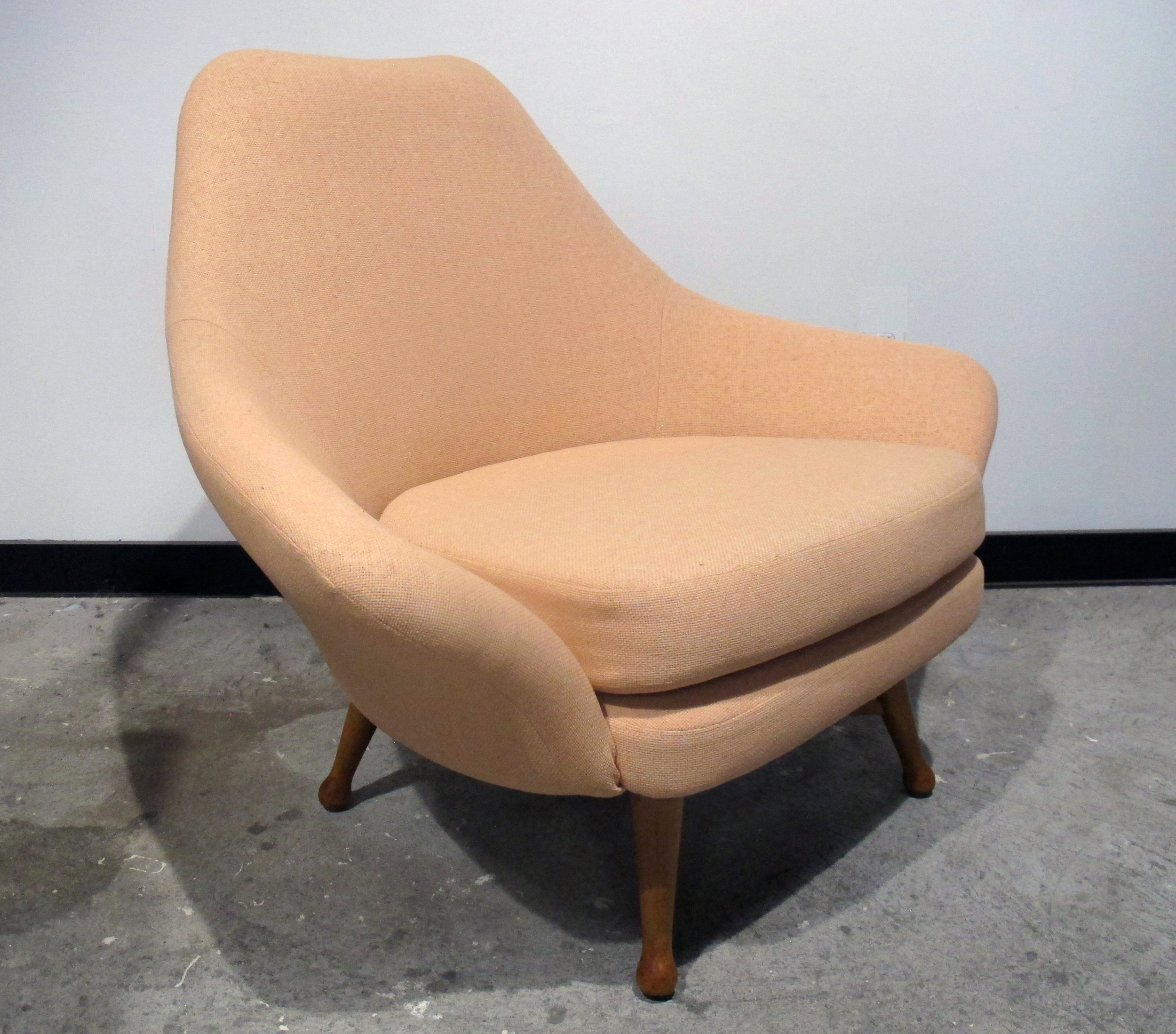 DANISH MODERN STYLE SWIVEL LOUNGE CHAIR BY VIKO BAUMRITTER