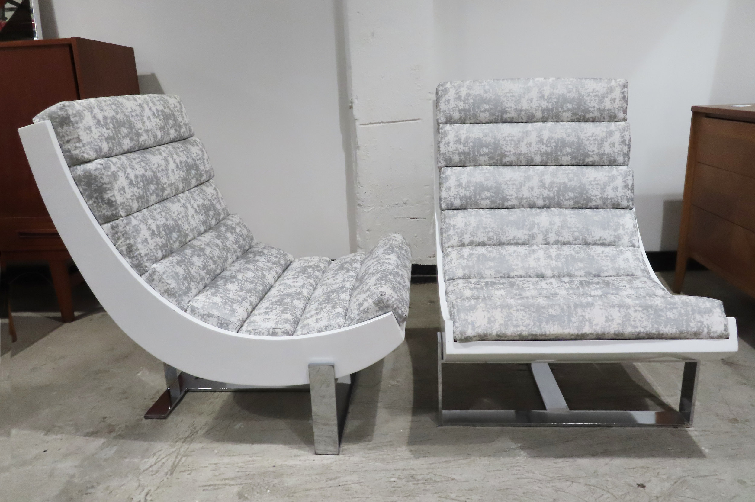 PAIR OF MID CENTURY CHROME & WHITE LACQUER SCOOP CHAIRS