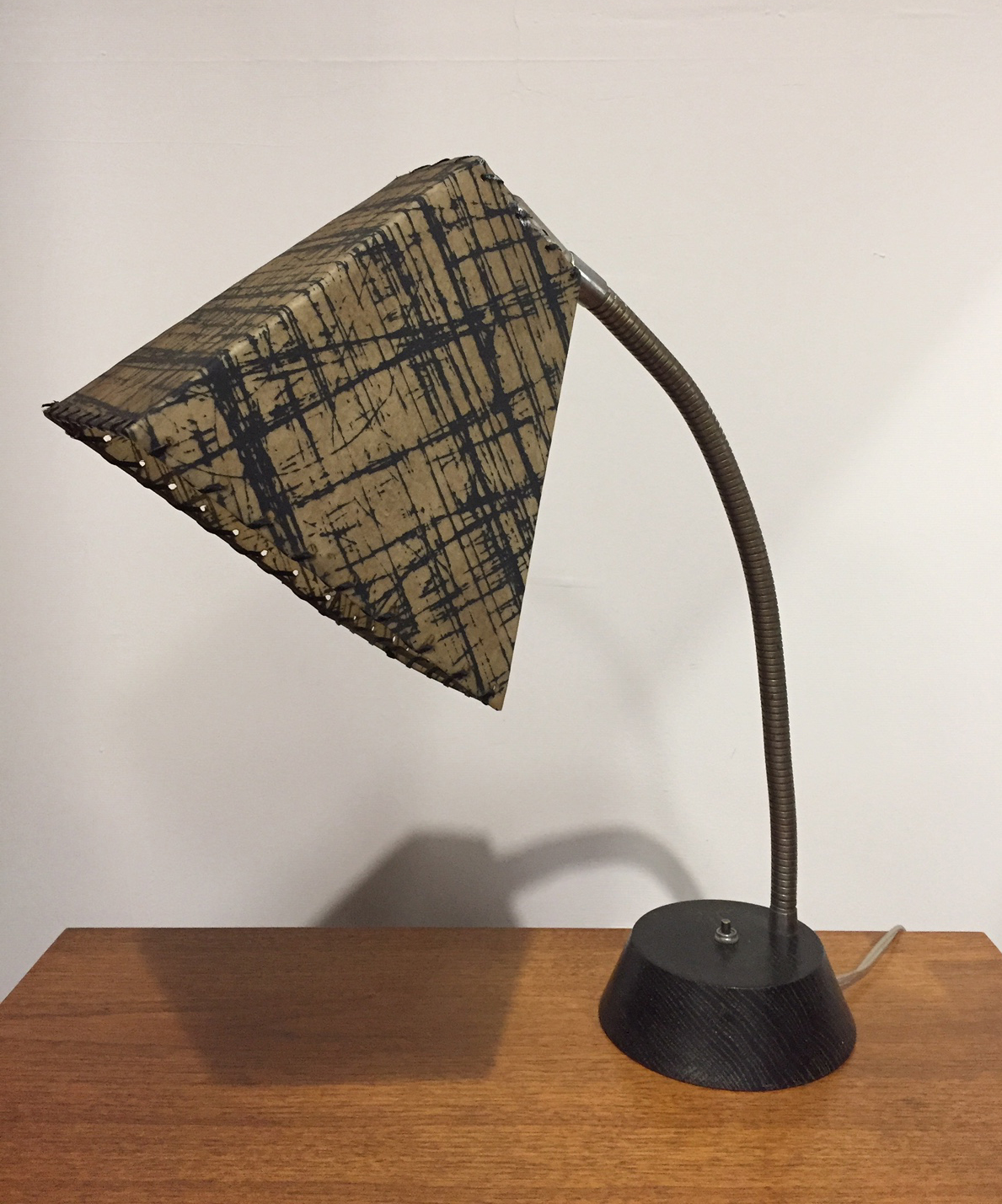 MID CENTURY ATOMIC DESK LAMP WITH FIBERGLASS SHADE