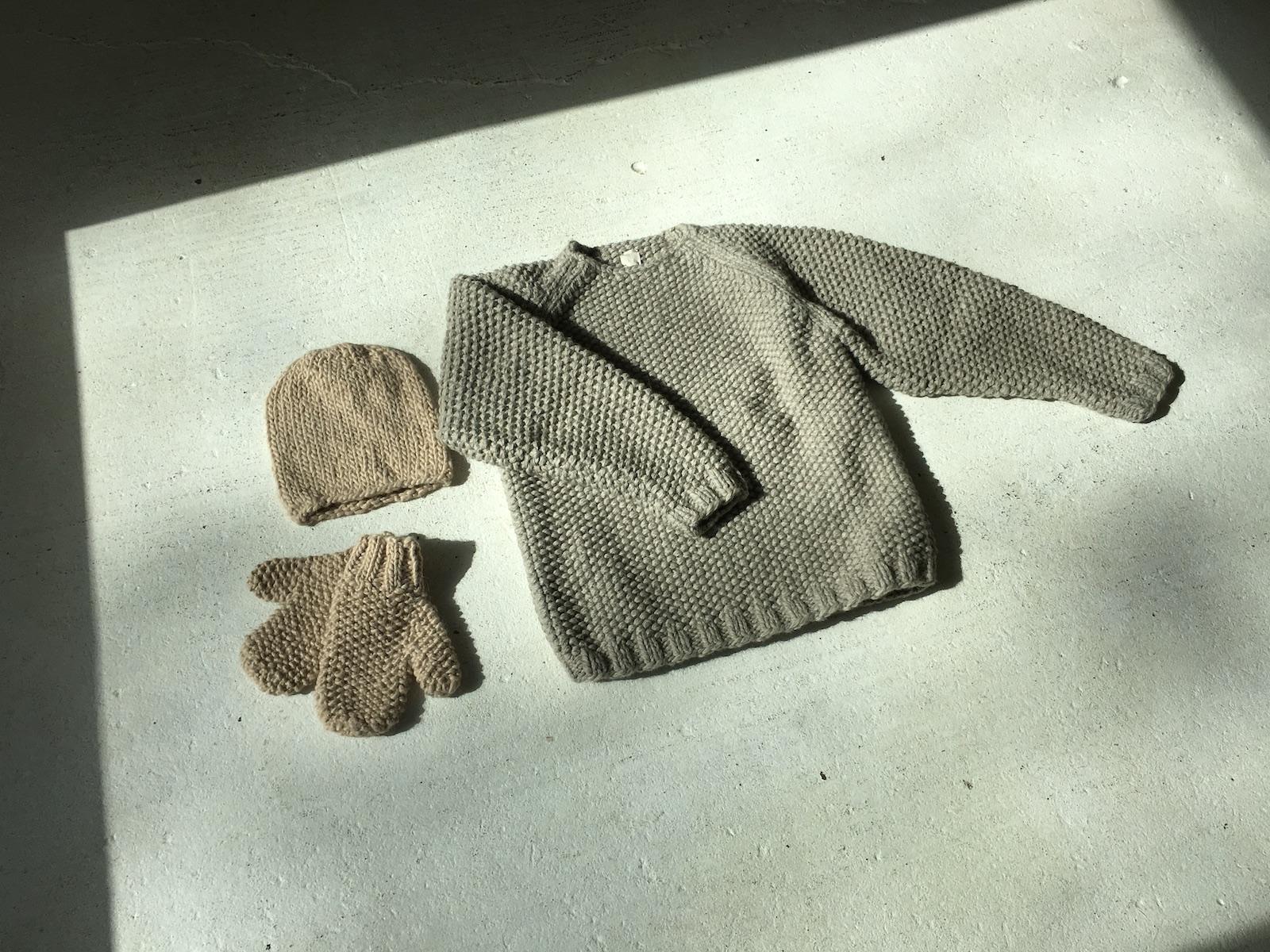 cream handspun hat ,  cream   handspun mittens , light gray andean sweater