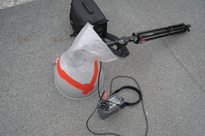 Single strobe with High Performance reflector, leightweight and efficient. Note the ever so practical improvised rain coat.