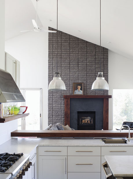 HomeFeature_05.01_ThePorchHouse_04.jpg