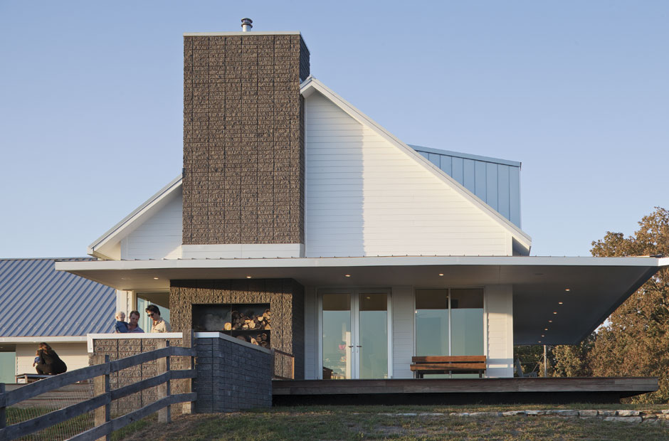 HomeFeature_05.01_ThePorchHouse_01.jpg