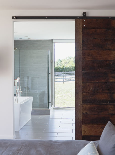 HomeFeature_05.01_ThePorchHouse_02.jpg