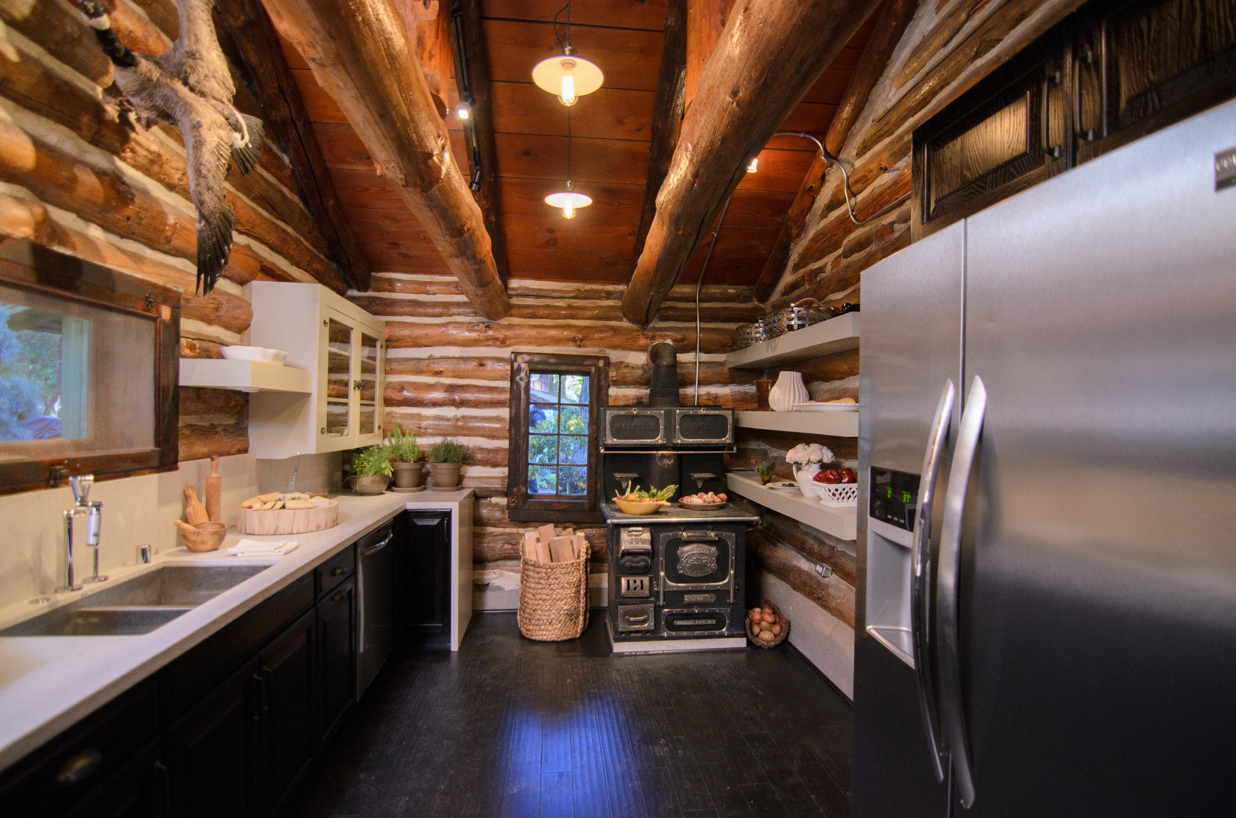 AmericanDreamBuilders-Ep4-Red-Kitchen.jpg