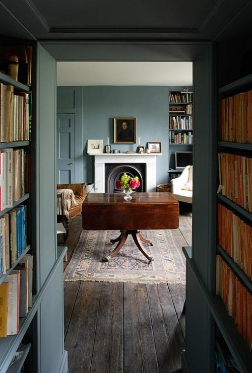 room in  Oval Room Blue  via  That Kind of Woman