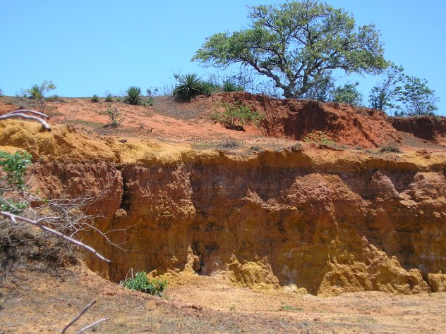 Lateritic soil with concentrated aluminum ore formed by weathering