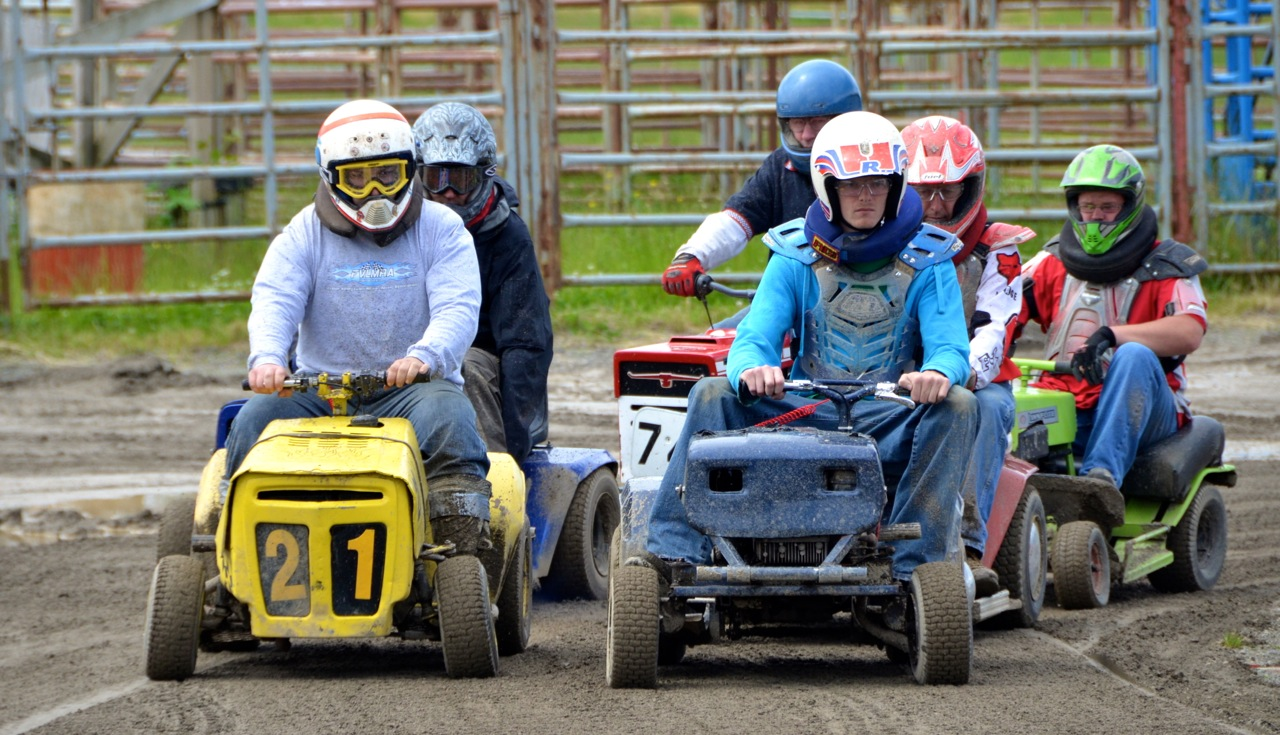 Lawnmower Racing 2012 - 039.jpg