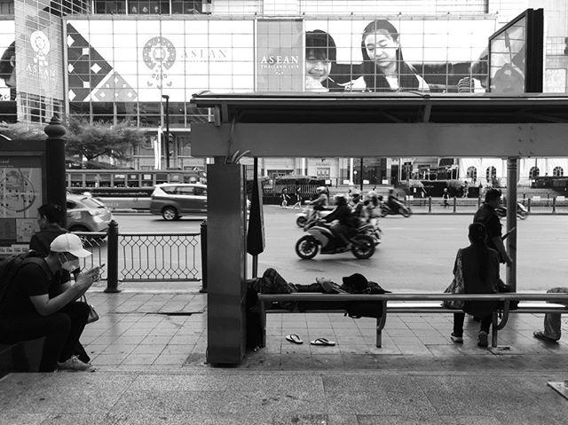 Morning street life in Bangkok. . . .  #bw #blackandwhitephotography #monochrome #bnw_society #bnw_captures #bnw_life #bw_lover #blackandwhitephoto #monoart #bw_society #monochromatic #noiretblanc #bnw #sleeping #thailand #bkk #thai #krungthep #centralworld #webangkok #building #streetphoto #buildings #town #cities #citylife #composition #perspective #people #streetphotographer