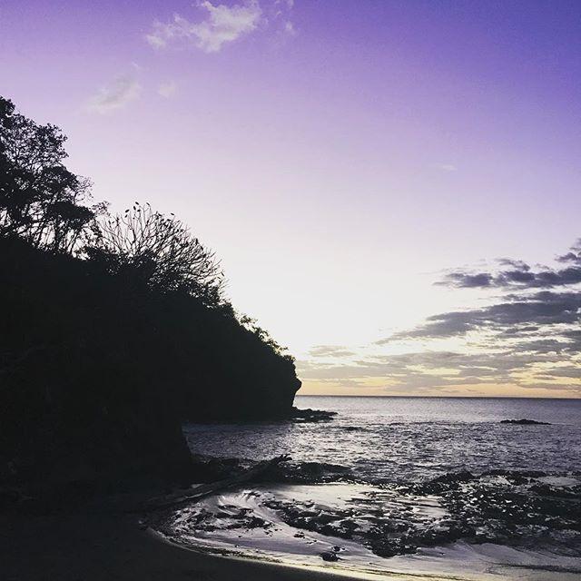 Hiking until sundown! #tropics #tropicalsunsets #peninsulapapagayo #villamanzucr