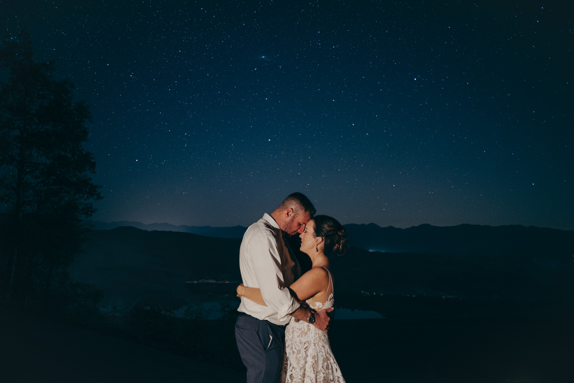 antler-basin-ranch-wedding-starry-night-wedding-couple-under-stars-granby-colorado-wedding-granby-wedding-photographer-antler-basin-ranch-wedding-nighttime-wedding-photography
