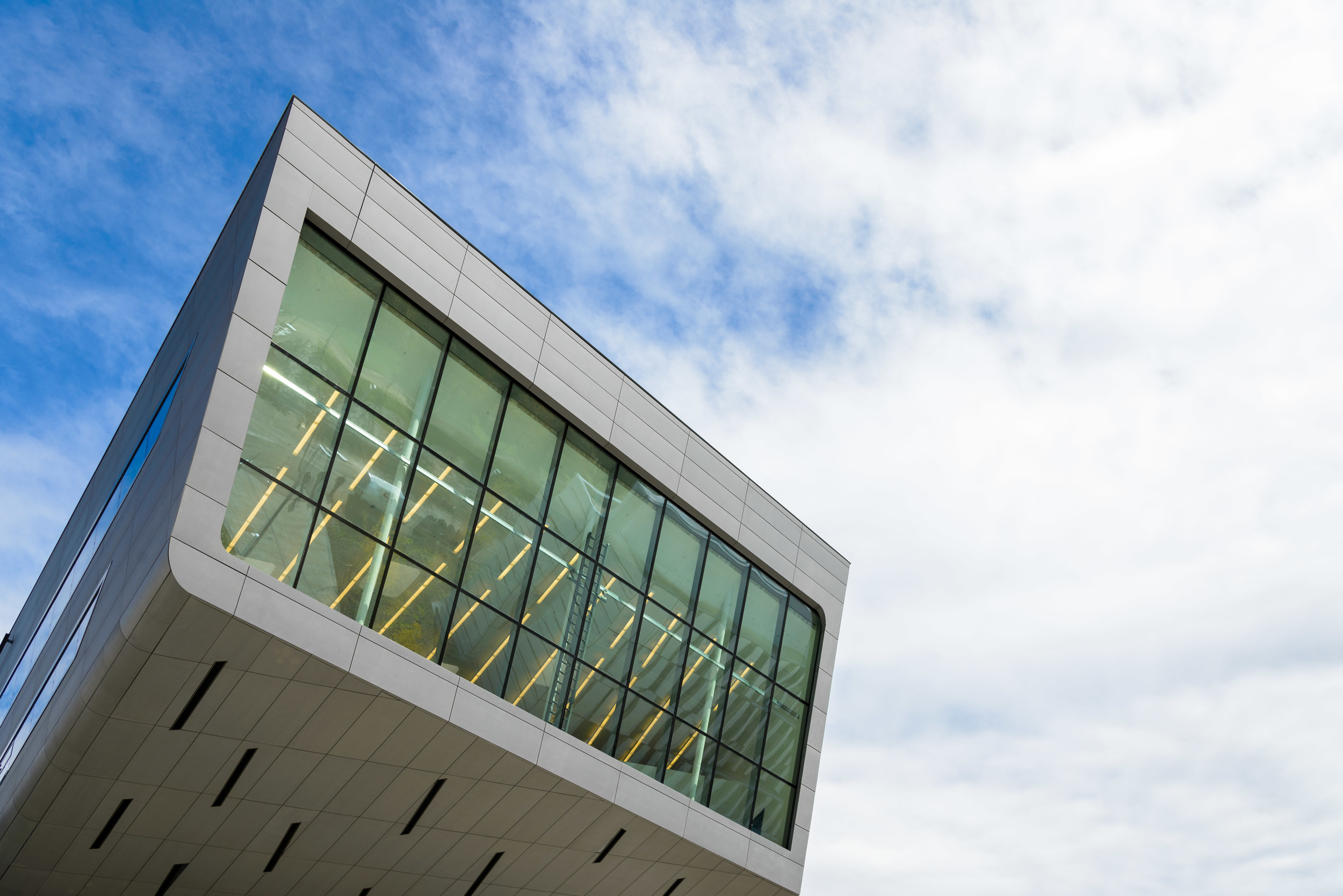 Library & Learning Center (LC)