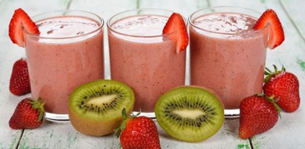 Strawberry-Kiwi Protein Smoothie - BREAKFAST