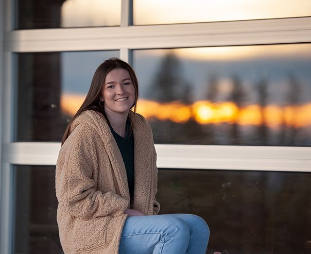 Be on the lookout for some beautiful sunsets these next few days! ⠀ ⠀ Every sunny day makes me excited to shoot and create something beautiful with you! ⠀ ⠀ If you want to book your senior portraits in 2019, be sure to get on my email list for when the dates are released! ⠀ 🌅